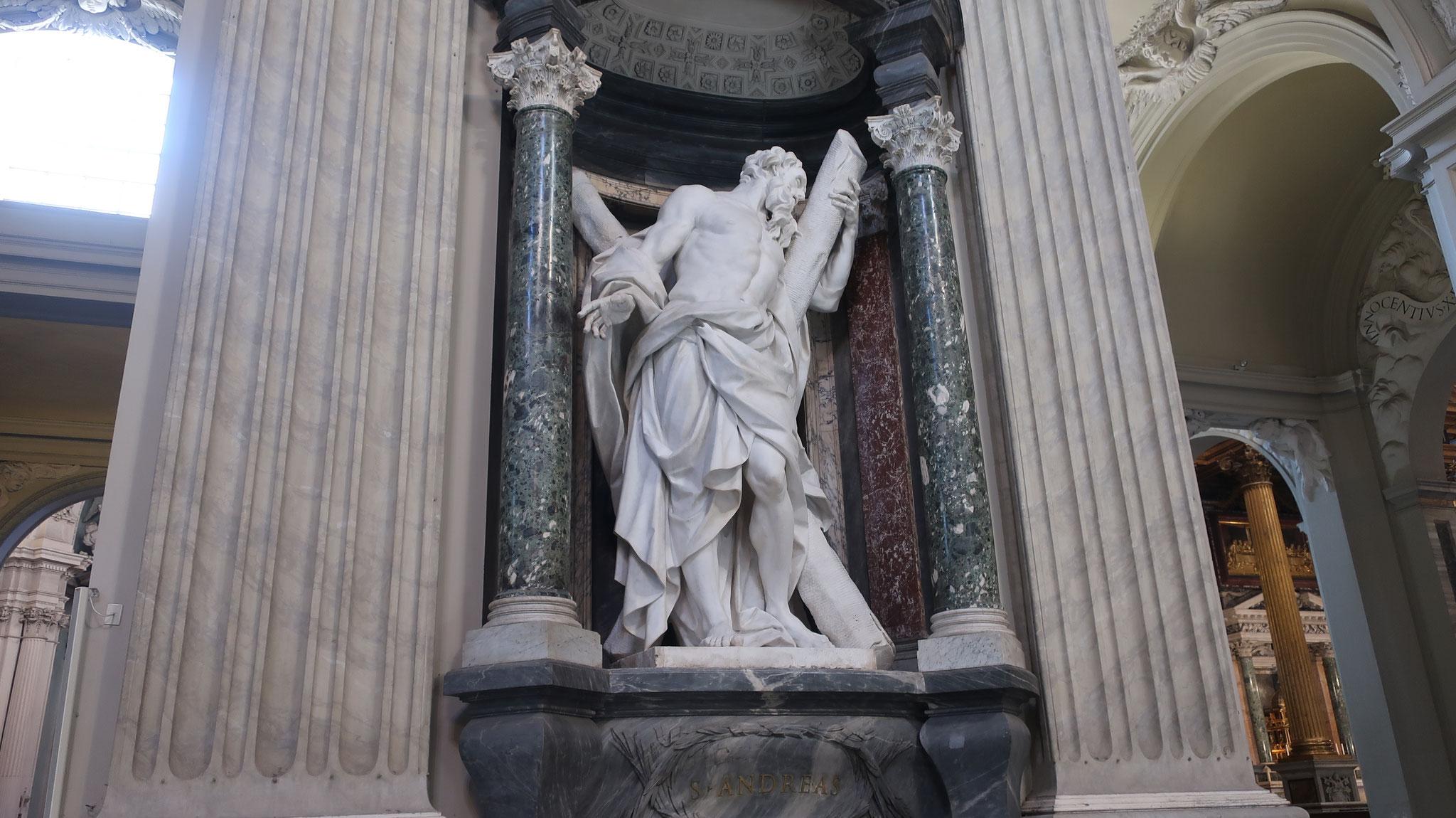 アンデレ。十二使徒の一人。X字型の十字架で処刑されたため、X字型の十字架は「アンデレの十字架」と呼ばれ、アンデレを守護聖人とする団体の紋章にされています。例:「聖アンドリュー旗」(スコットランド国旗)