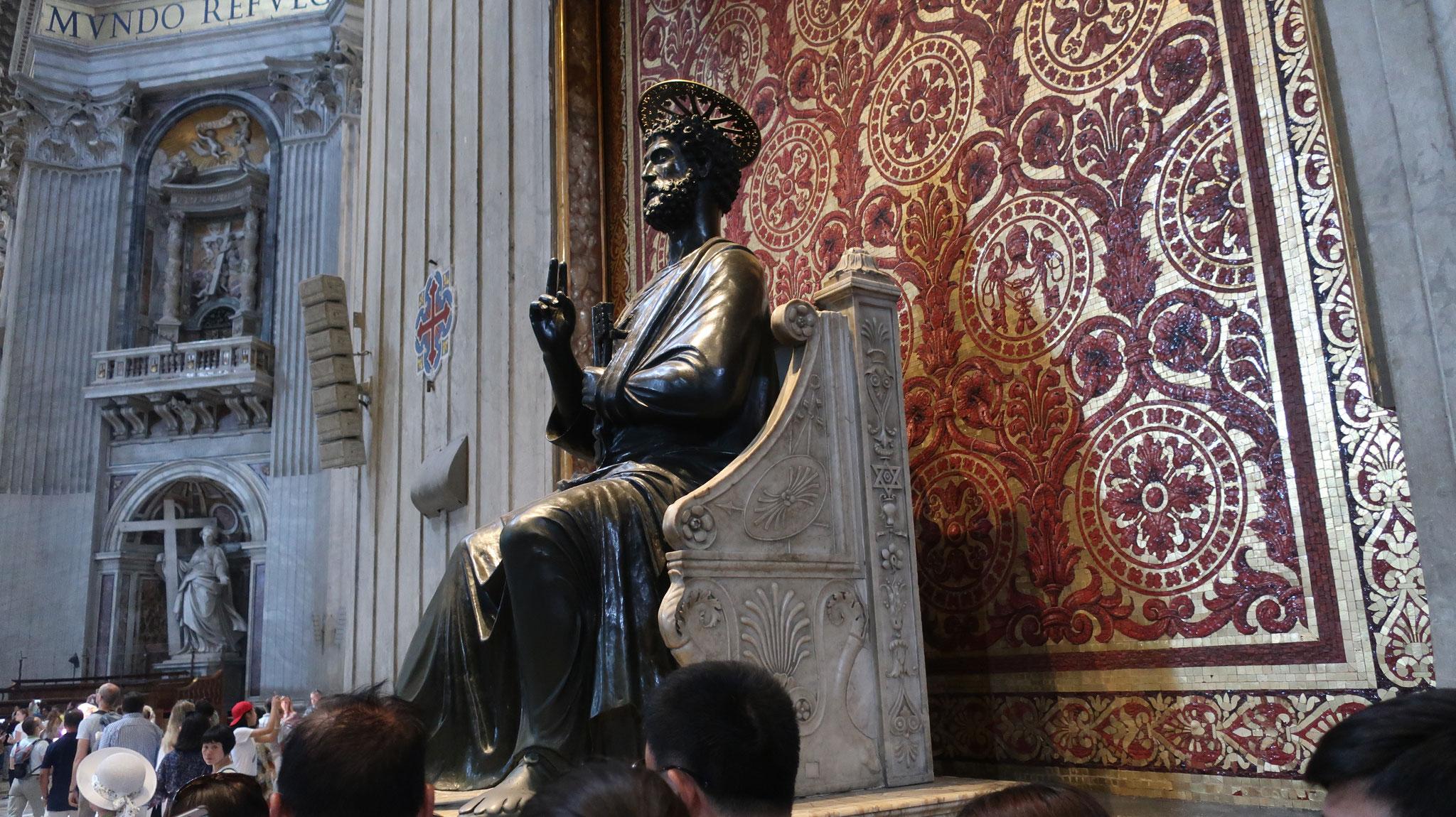 聖ピエトロ(ぺテロ)のブロンズ像