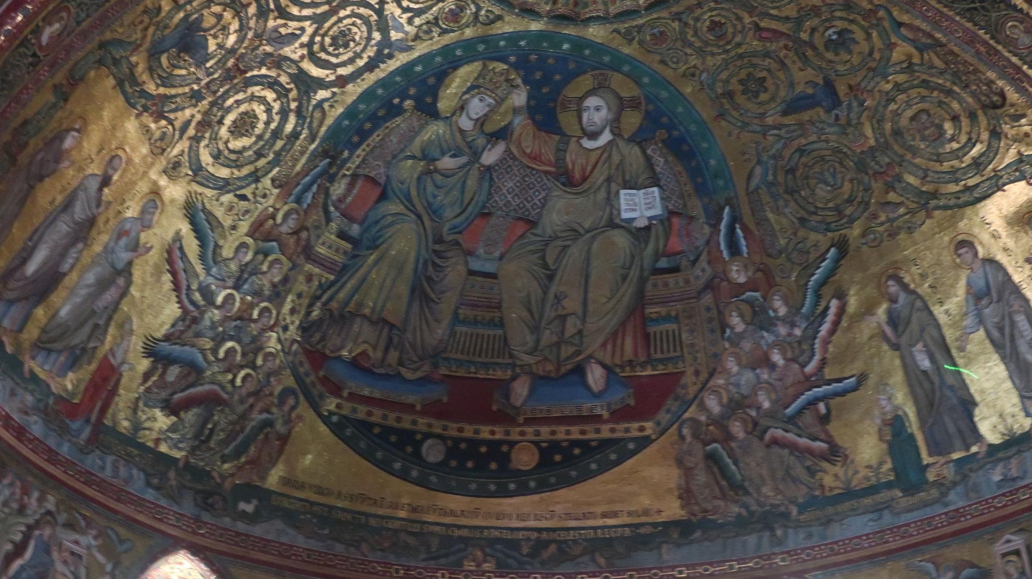 後陣天井の、「マリアの戴冠」。13世紀末、ヤコポ・トッリティのローマ・モザイク代表作。