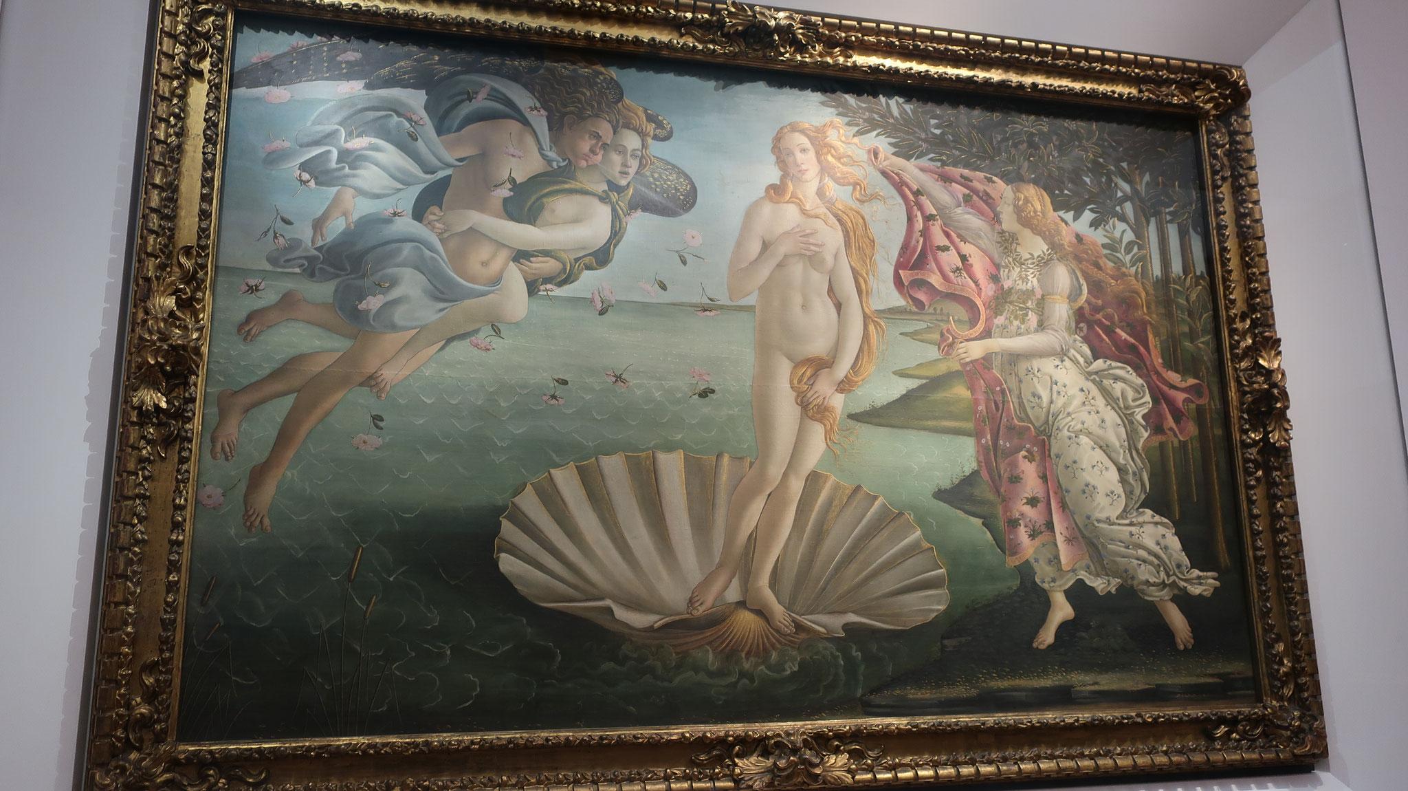 「ヴィーナスの誕生」。「春」と同じくボッティチェリ作。メディチ家の最盛期を築いた豪華王ロレンツォの弟であり、暗殺された貴公子ジュリアーノを偲んで描かれました。  両方の絵に見られる美の女神ヴィーナスは、彼の恋人シモネッタがモデルです。