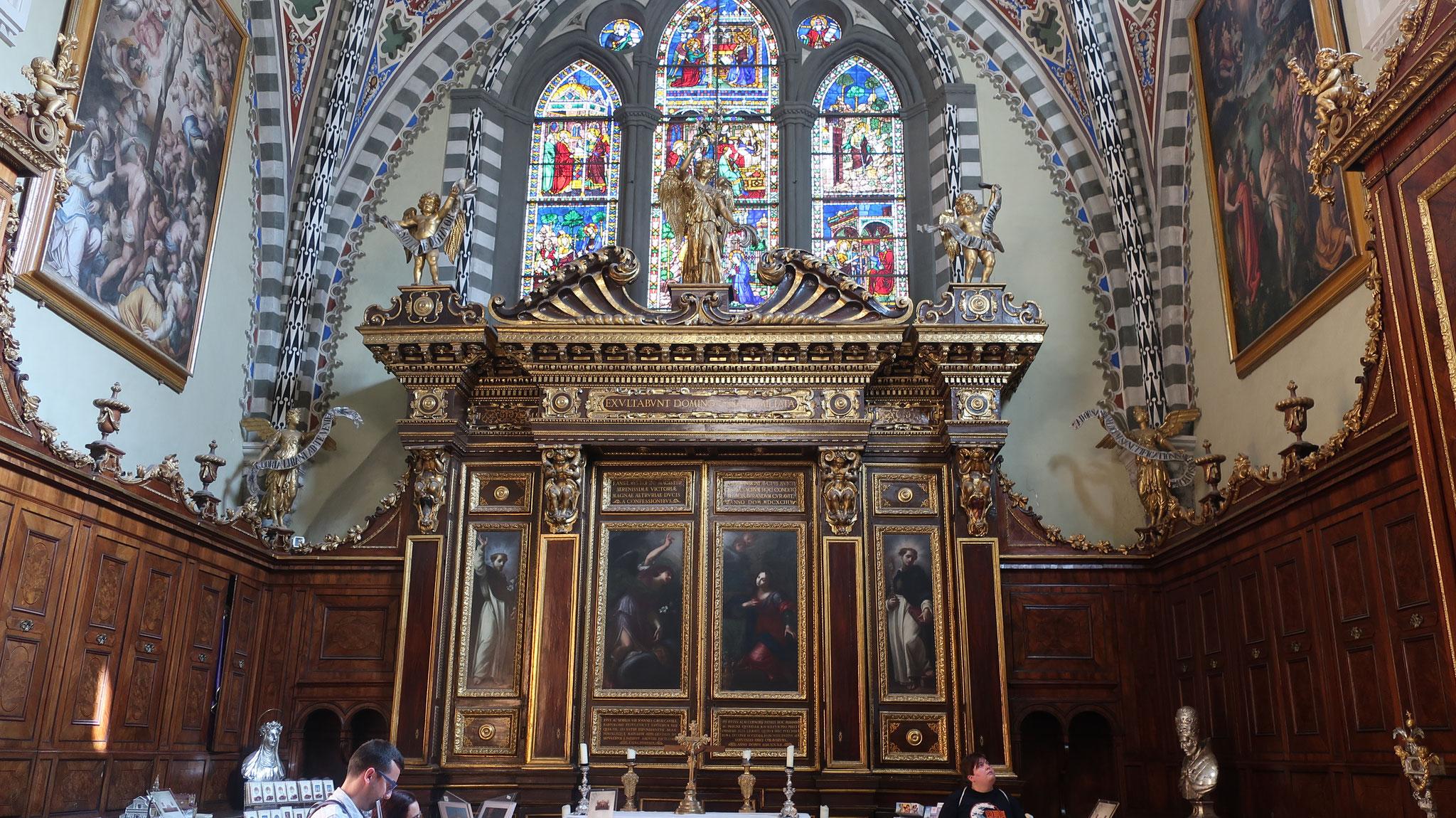 ストロッツィ礼拝堂の多翼祭壇画。A.オルカーニャ作。