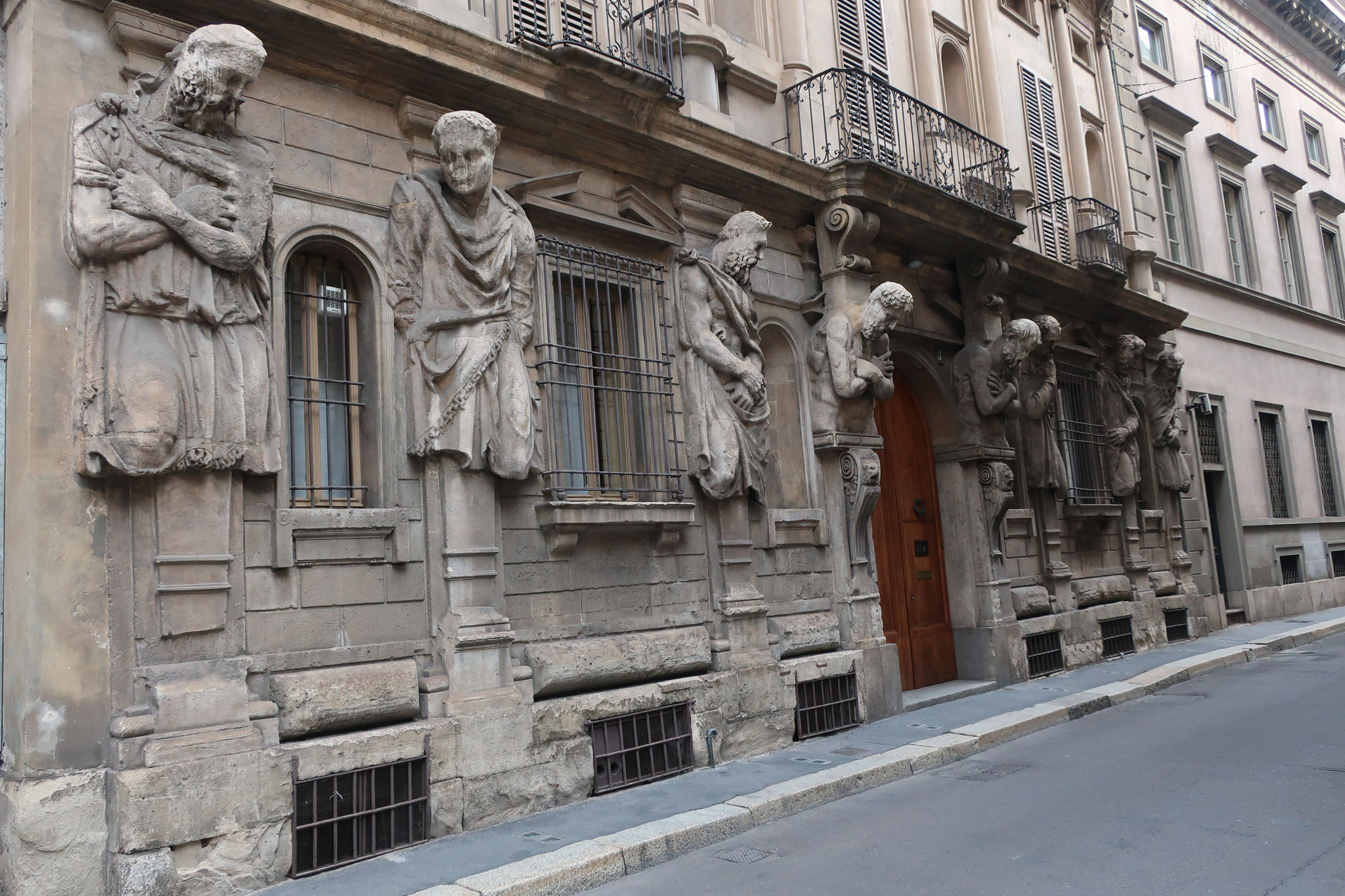 オメノーニの家