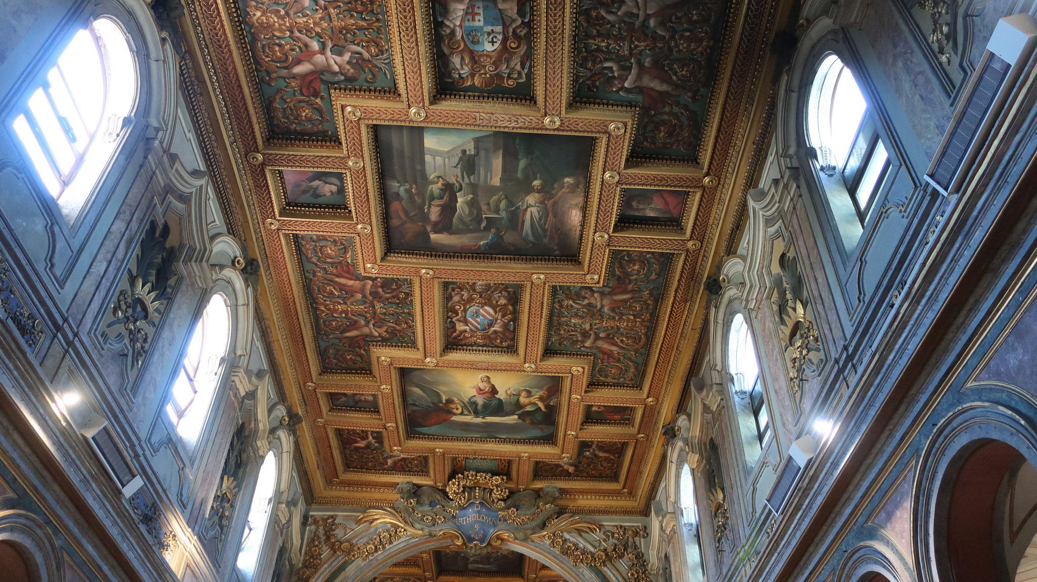 聖バルトロメオ教会は、10世紀にオットー3世が建てました。
