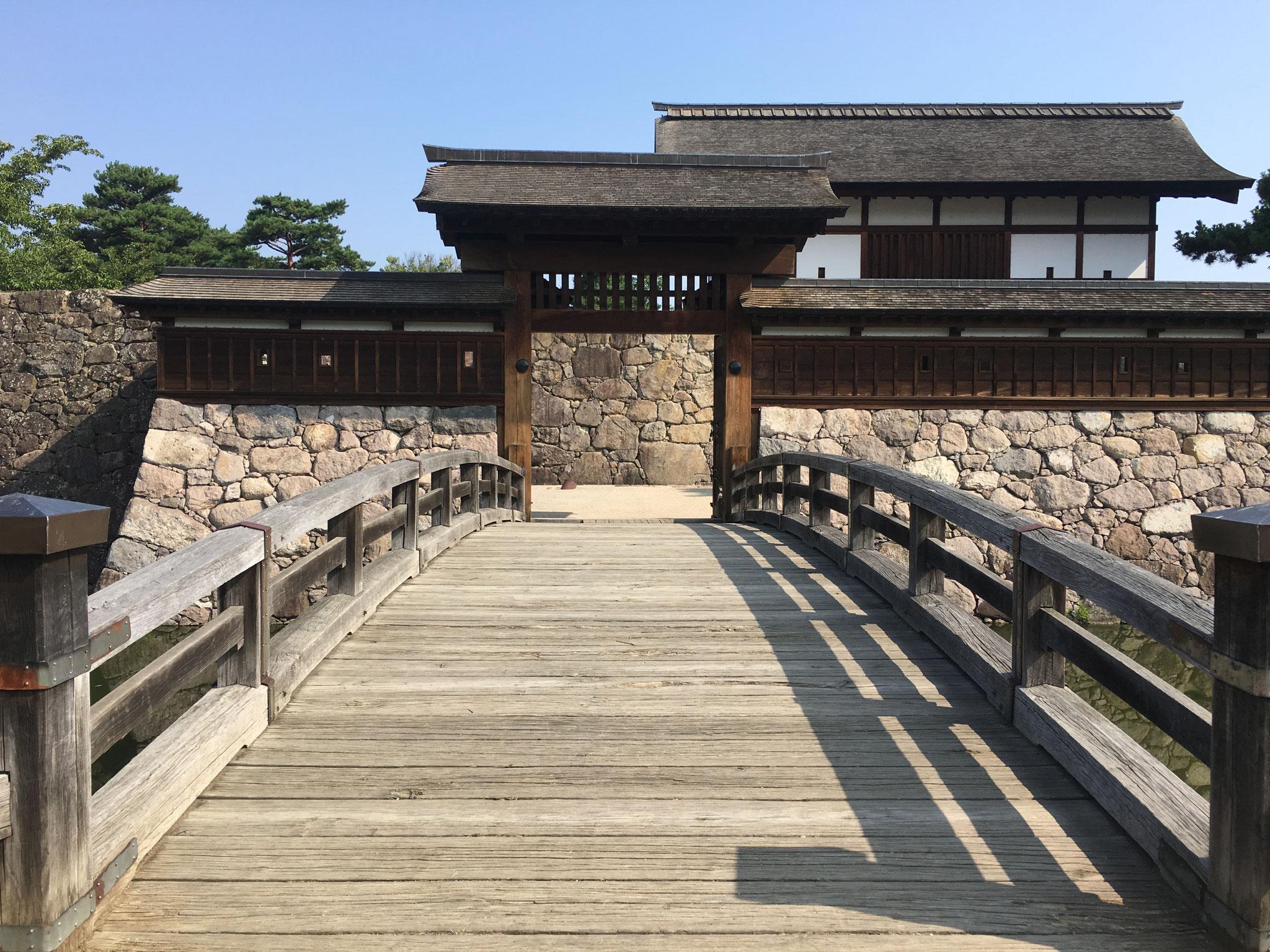 松代(まつしろ)城。別名、海津(かいづ)城。  1622年、真田信幸は徳川幕府から信之と改名させられ、さらに、上田から松代への移封を命じられました。