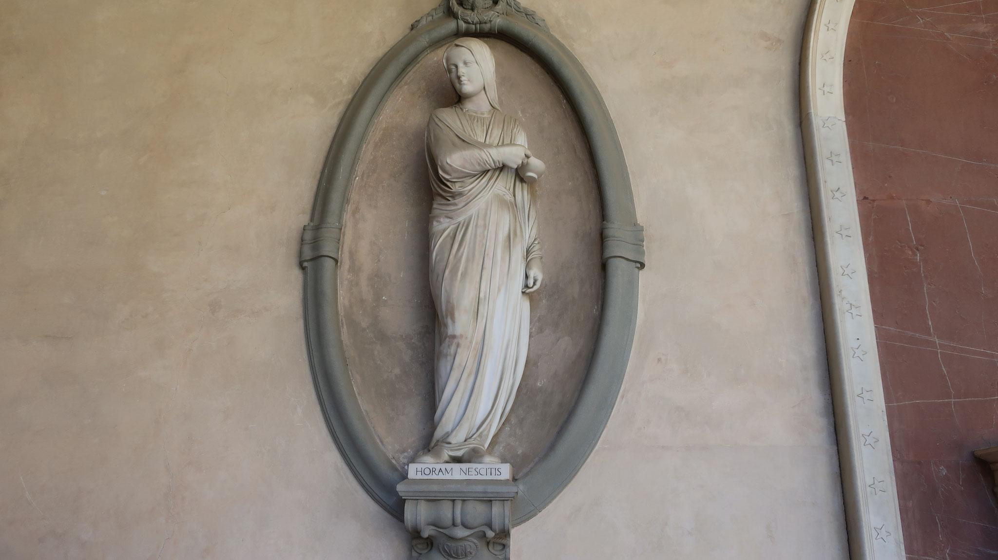 ナイチンゲールの像(ランプを掲げた婦人)