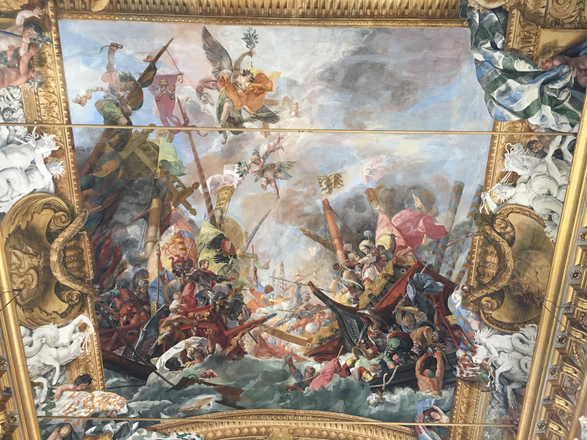 天井のフレスコ画「マルカントニオ・コロンナ2世とレパントの戦い」。17世紀。