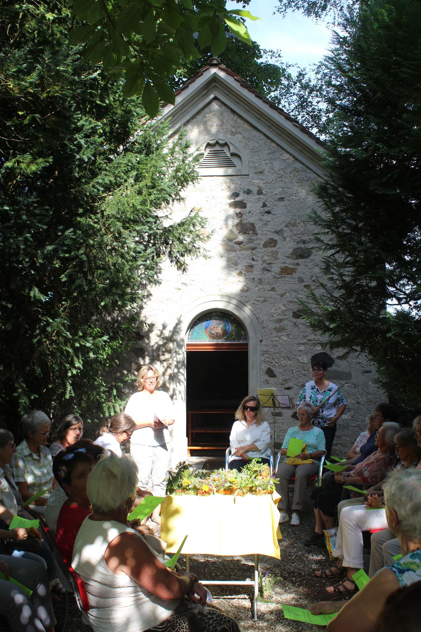 Gemütliches Beisaammensein im Klostergarten