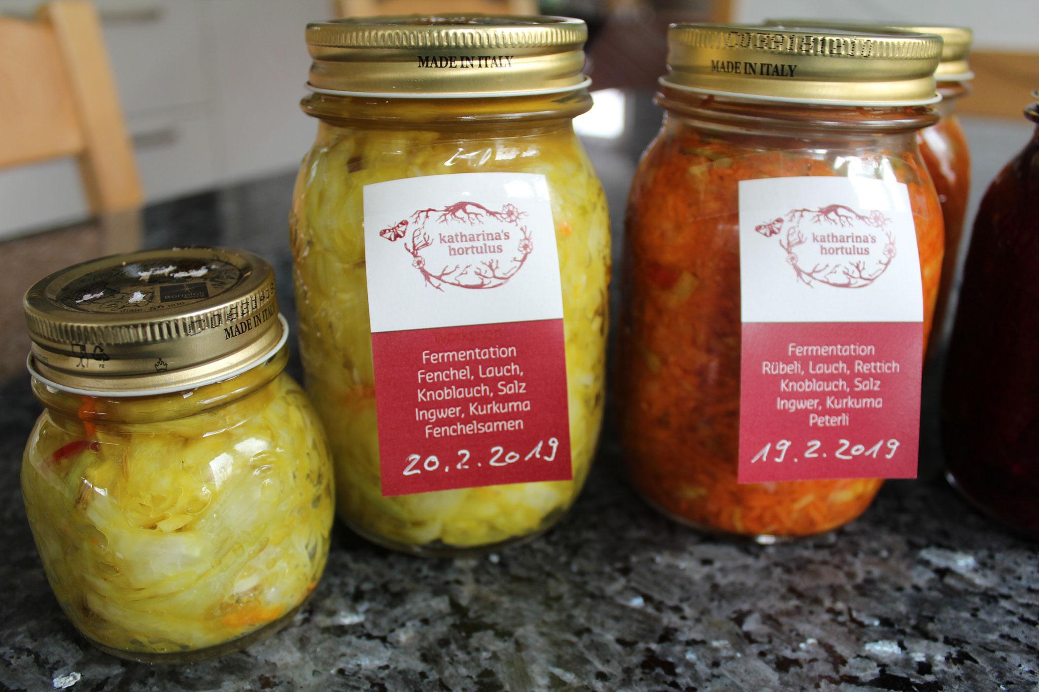 Fermentiertes Gemüse mit Kräutern und Gewürzen angereichert lässt wunderbare Geschmacksrichtungen entfalten