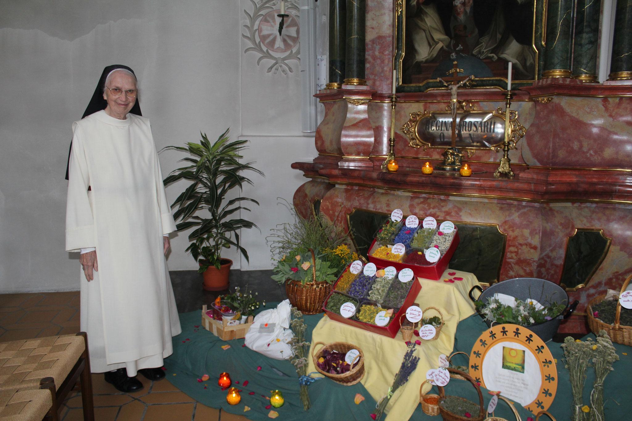 Schwester Martina, die Kräuterkundige