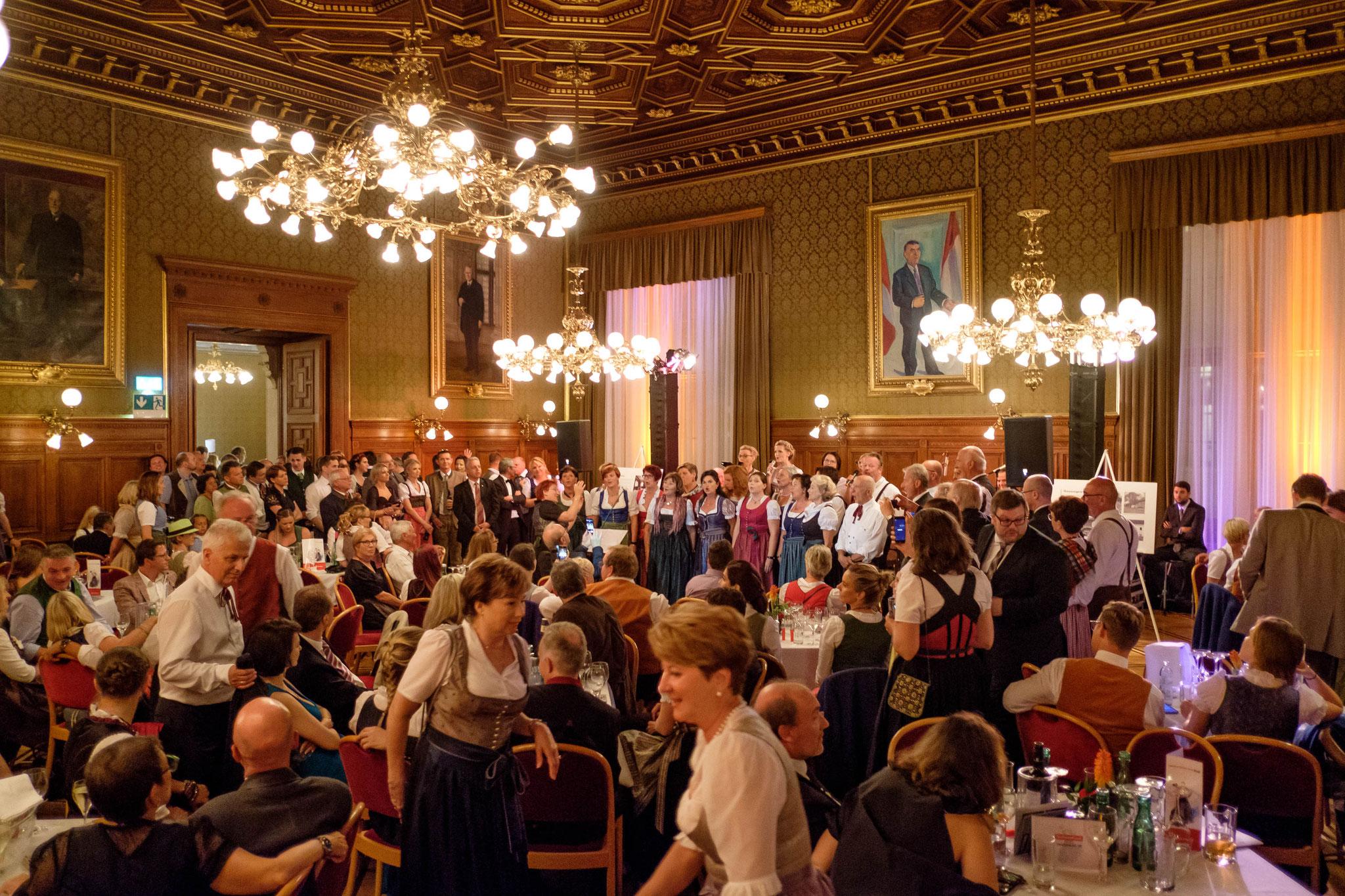 Beim Ball der Oberösterreicher im Wiener Rathaus