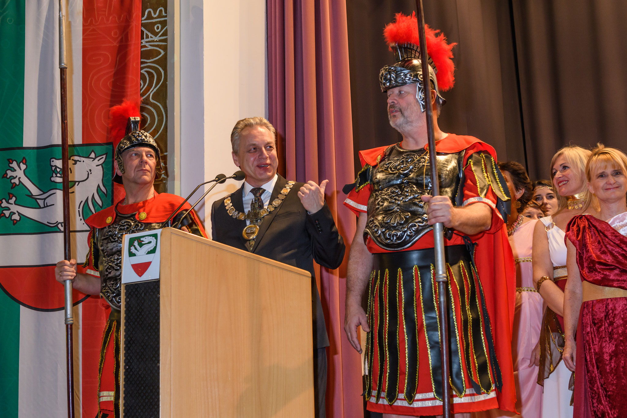 Bürgermeister Karlinger und Ehrengarde