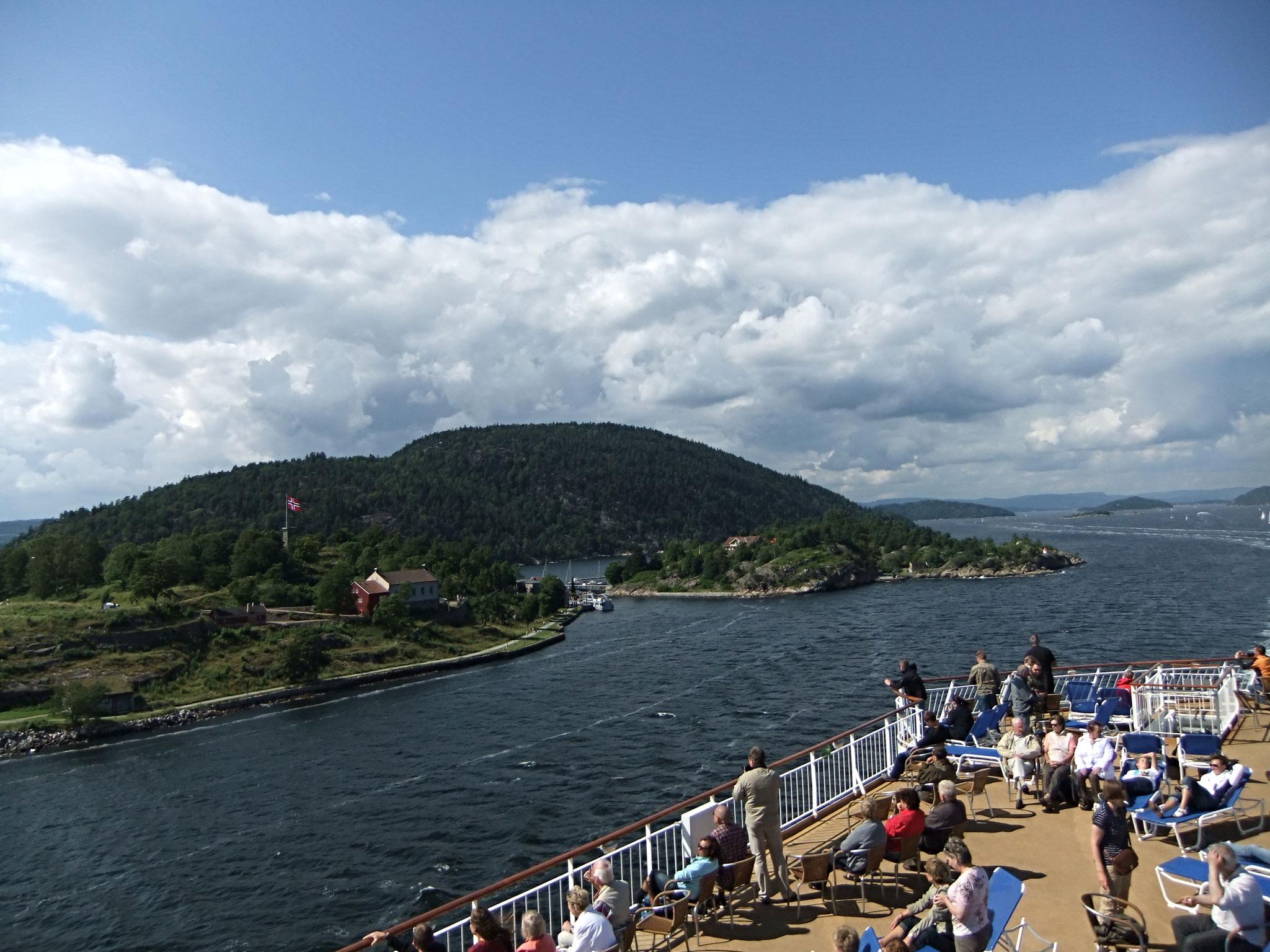 letzter Blick auf den Fjord im Sonnenschein