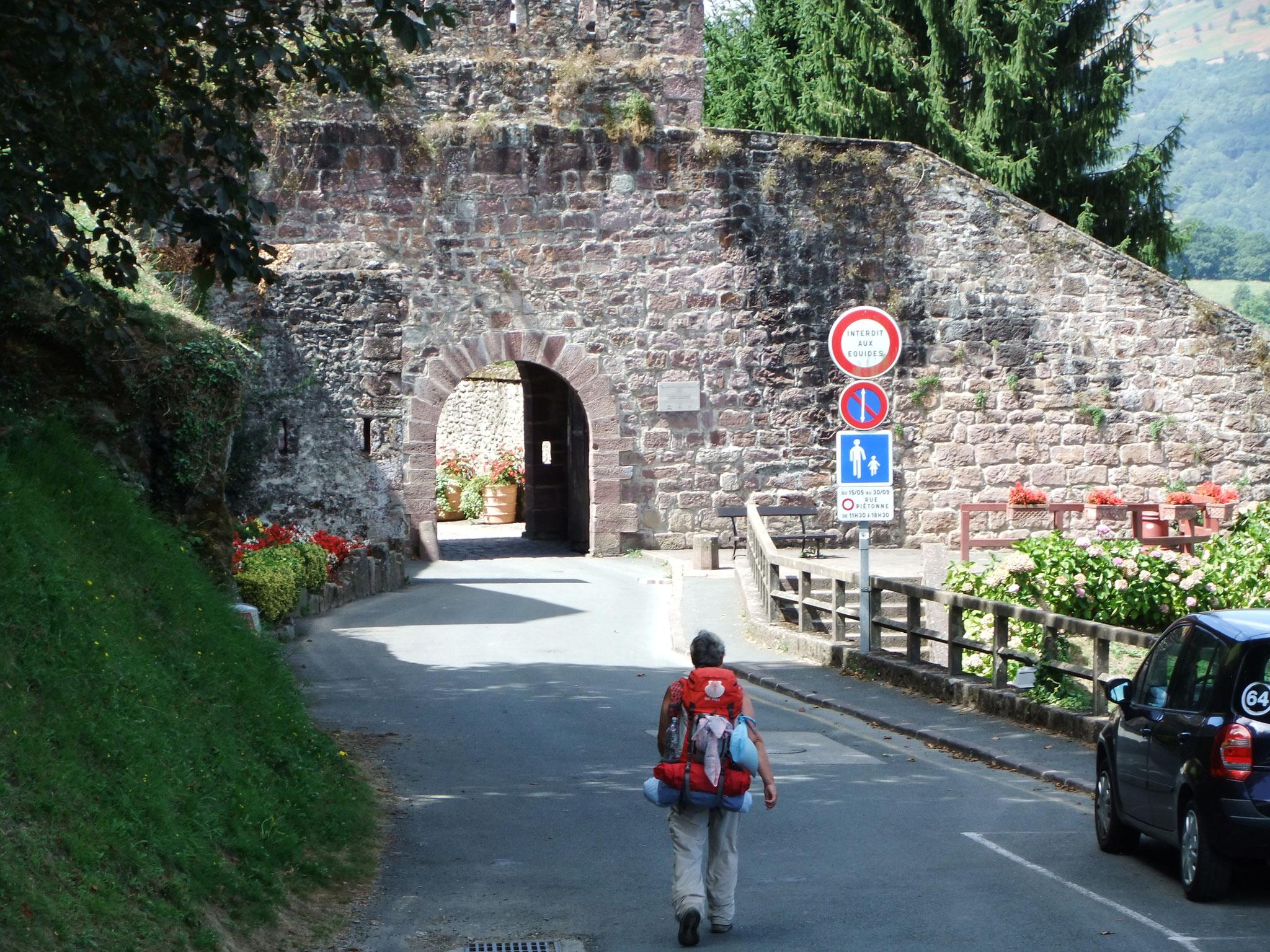 Frankreich Pyrenäen, das Stadttor v. St.-Jean-Pied-de-Port