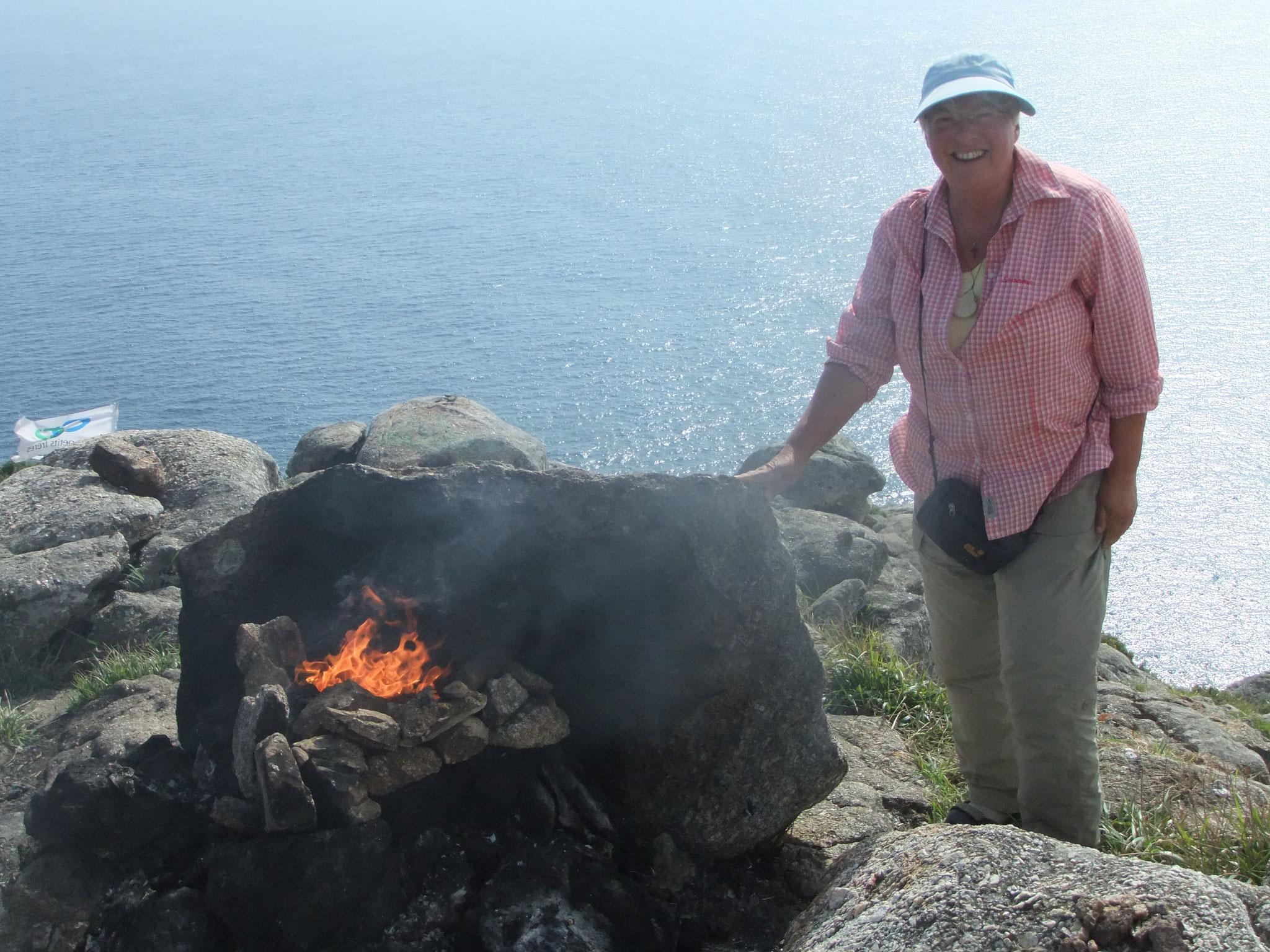 Finisterre, die getragene Kleidung wird verbrannt