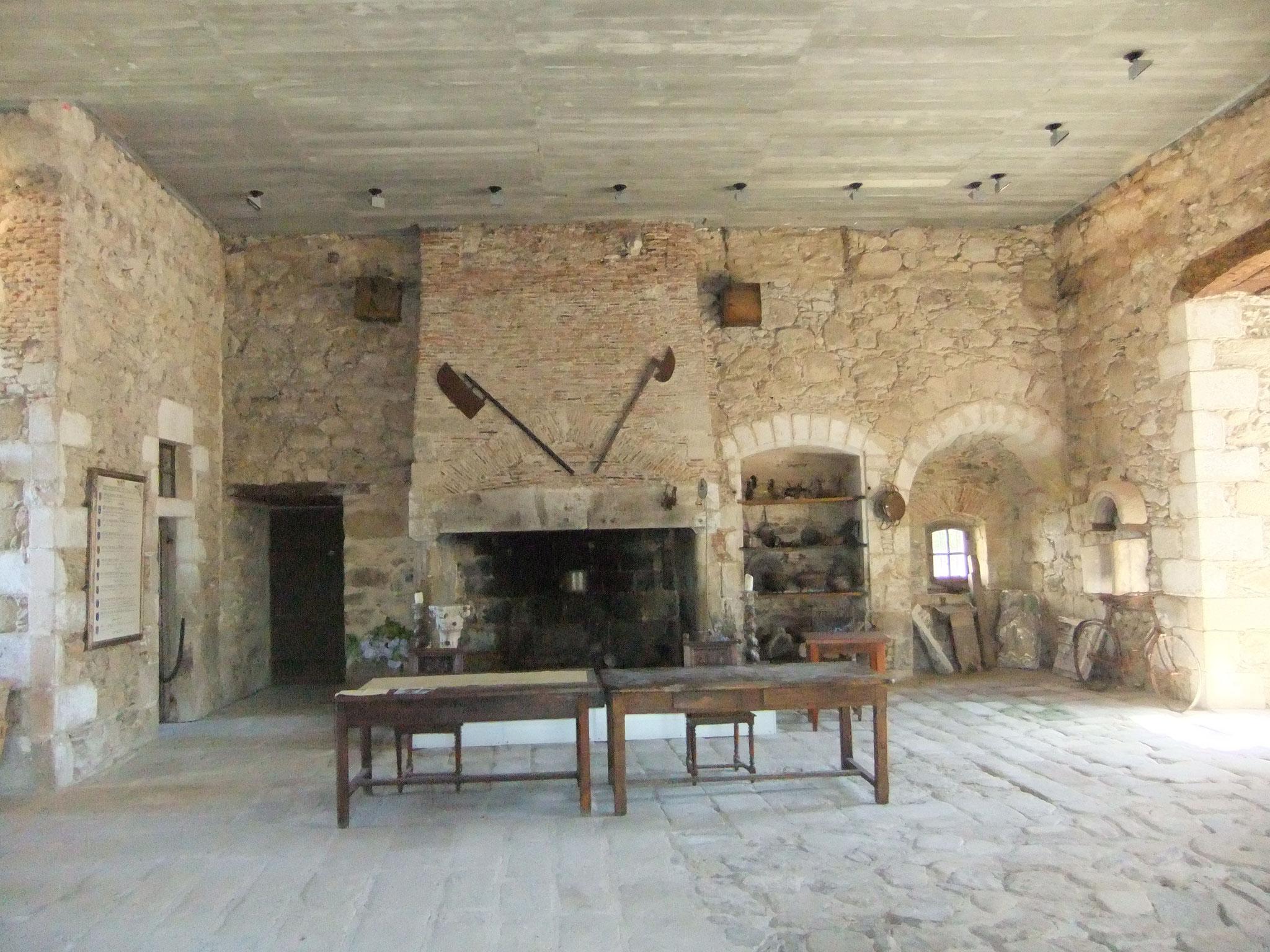 der Rittersaal der Burg Châlus-Chabrol. Hier verstarb 1199 Richard Löwenherz.