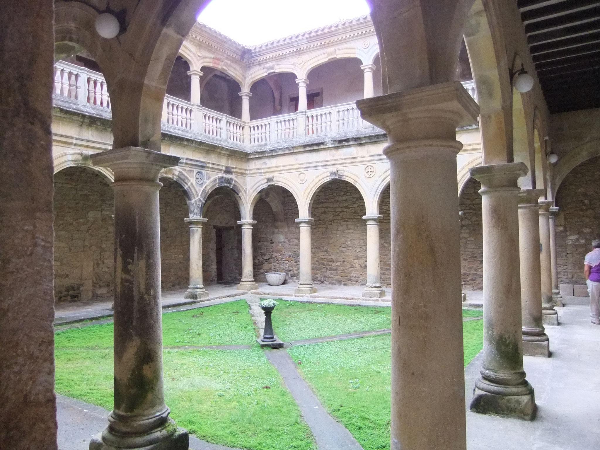 einsames Kloster im baskischen Hinterland