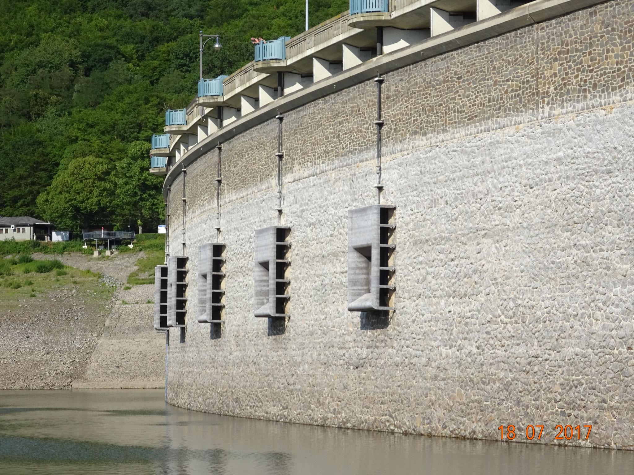 Staumauer von innen zu sehen