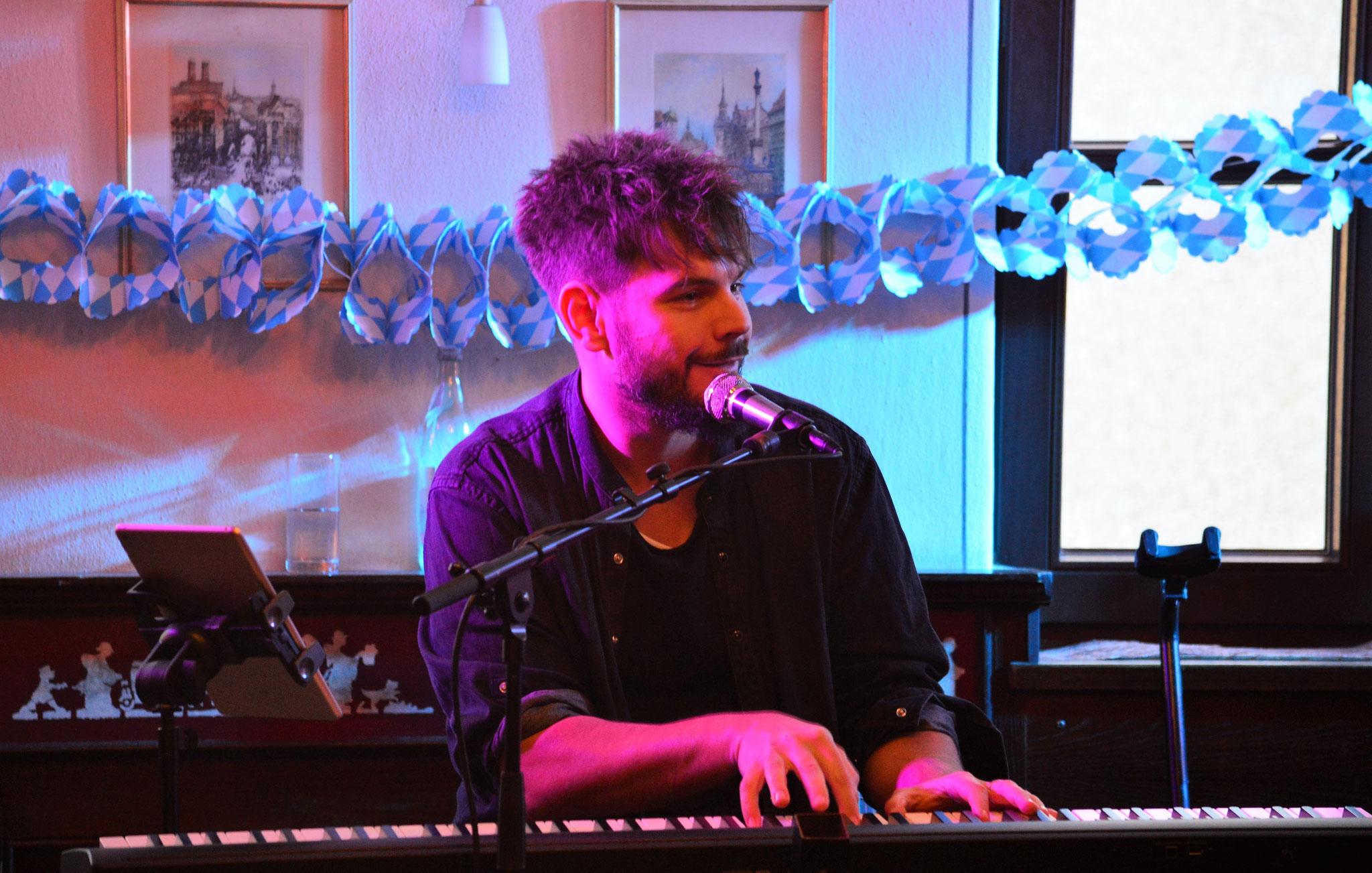 Der Singer-Songwriter begeistert mit seinen Kompositionen