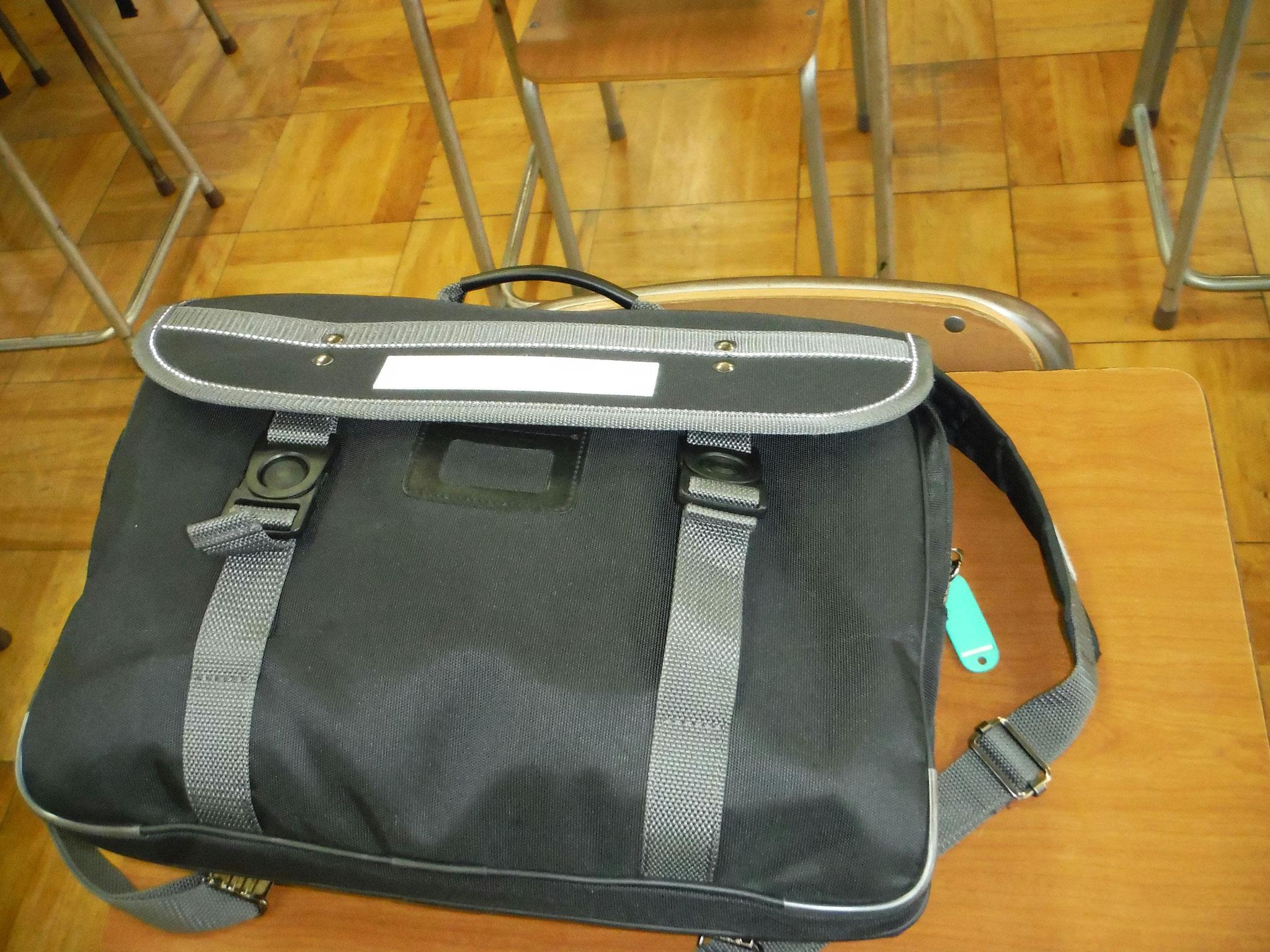 学生鞄のネームホルダー位置