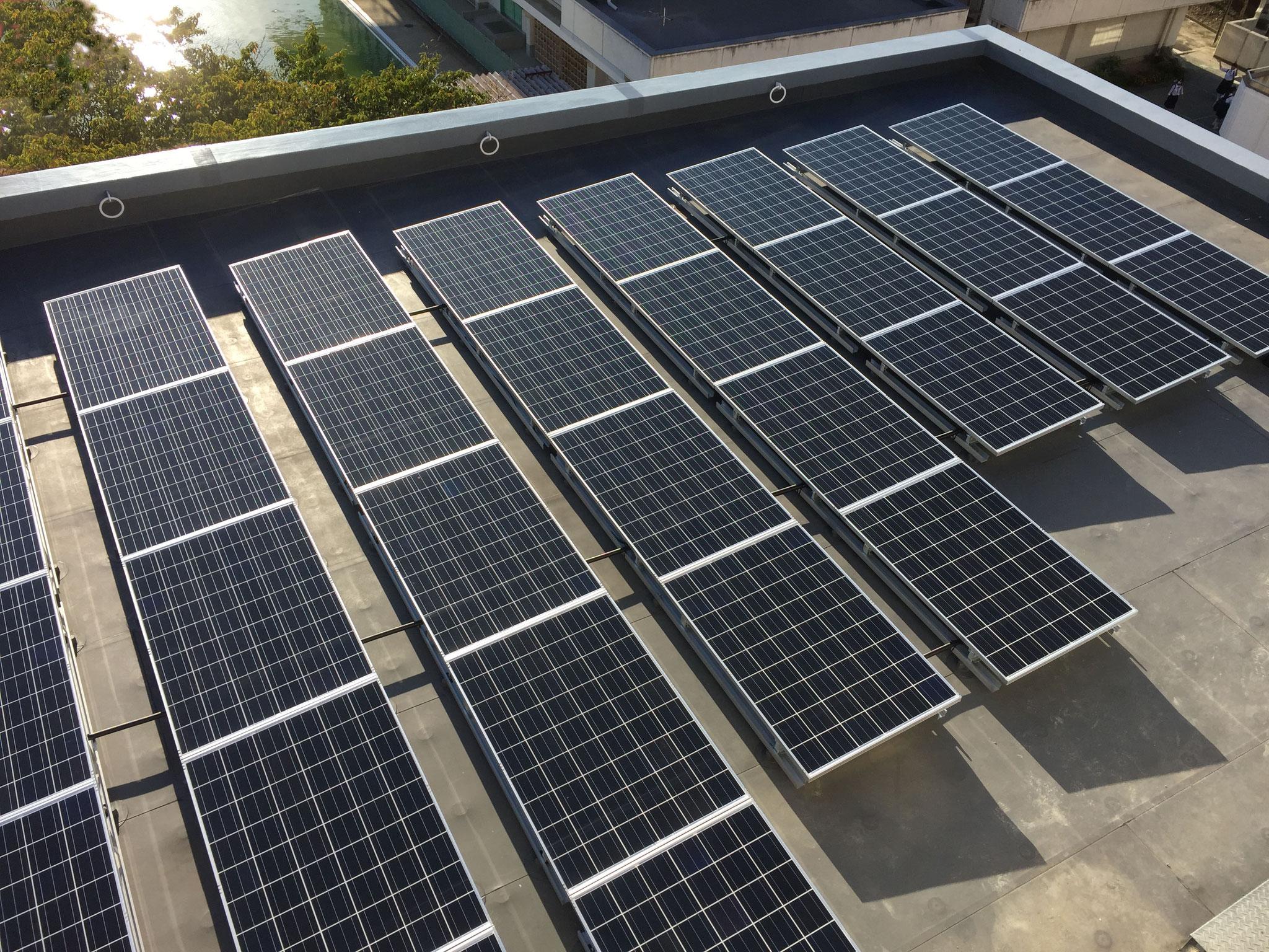 中学校太陽光発電設備工事  文部科学省スーパーエコスクール認定校における太陽光発電設備設置工事です。