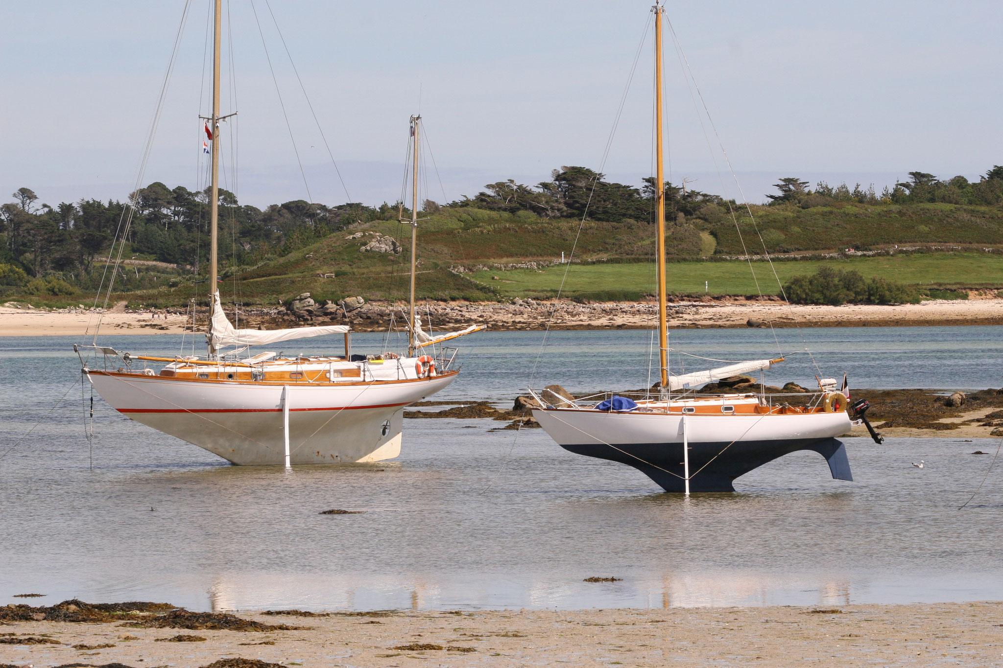 Yachten mit Wattstützen... Man braucht nicht unbedingt einen Hafen mit Schwimmstegen