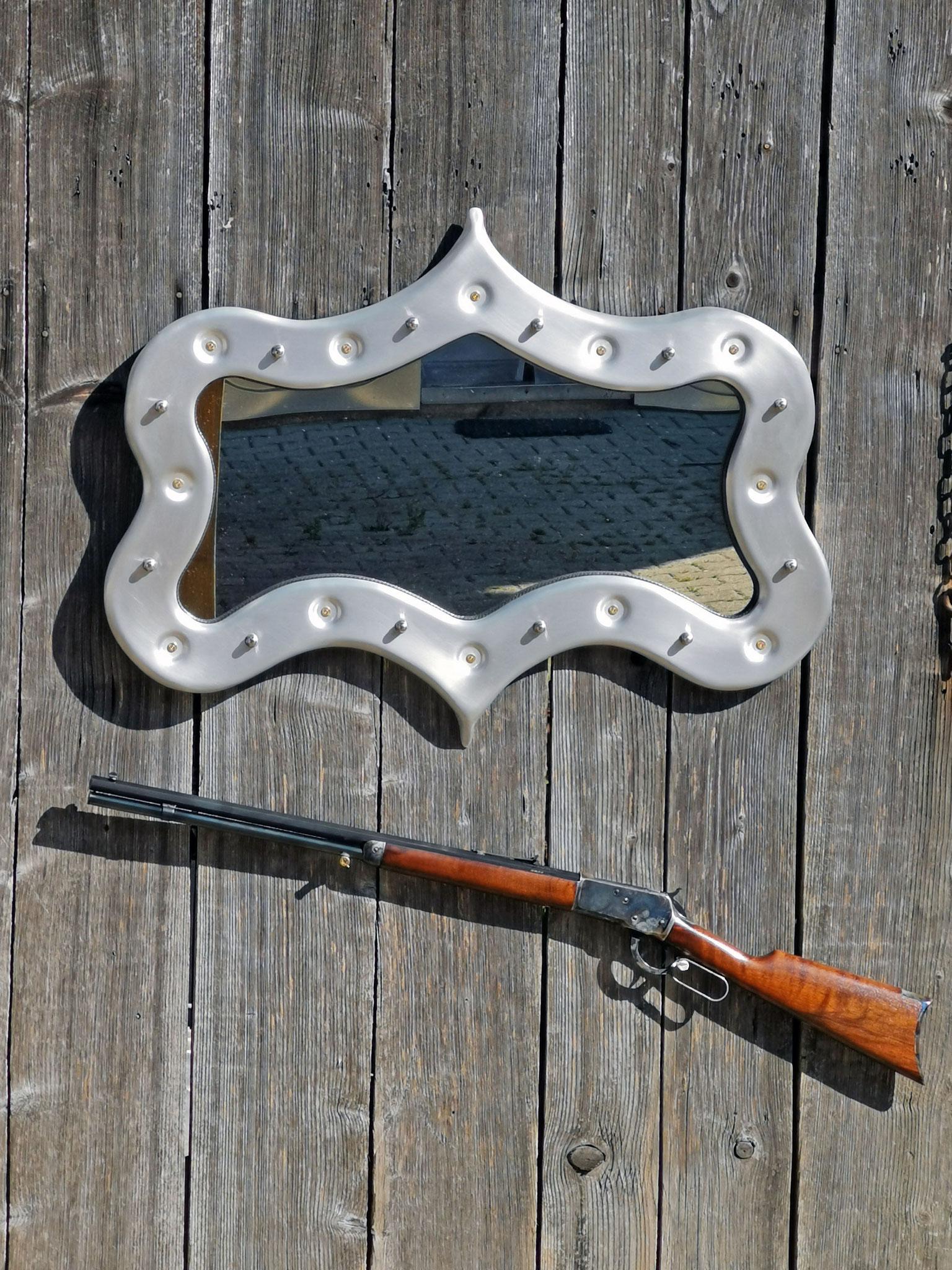 Spiegel, von Hand gedengelter Aluminium Rahmen