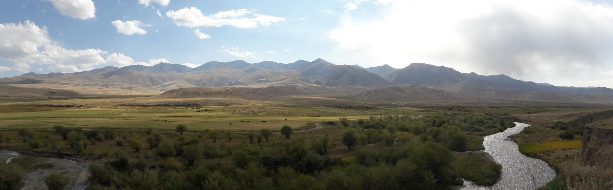 A l'approche du lac Son Kul - Kirghizistan