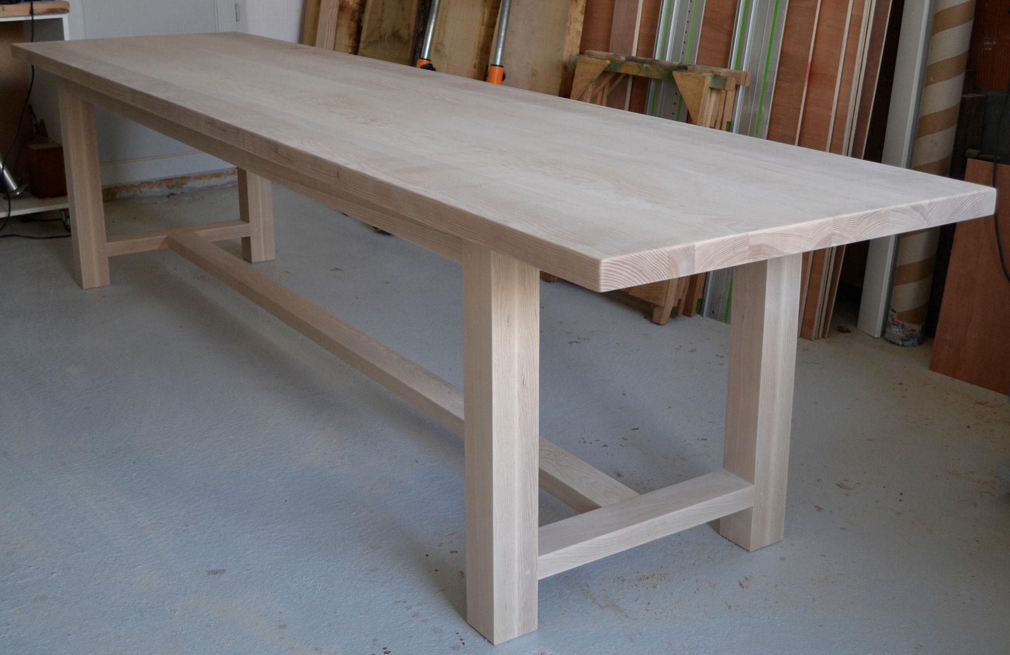 Table en Frêne massif pour 12 personnes