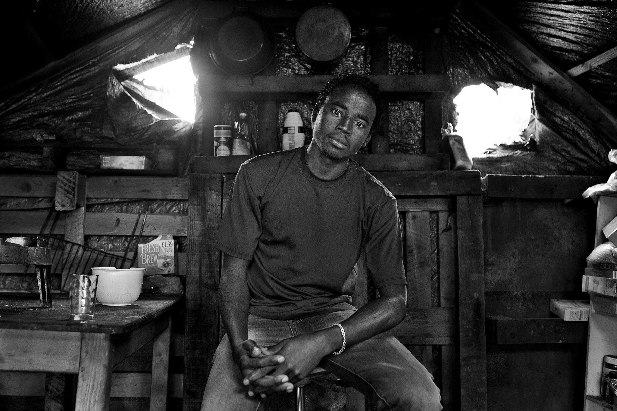 """Jeremias Gonzalez. Série """"Perdus dans les limbes"""" – Calais. Tirage pigmentaire. 30 x 45 cm. 2014"""