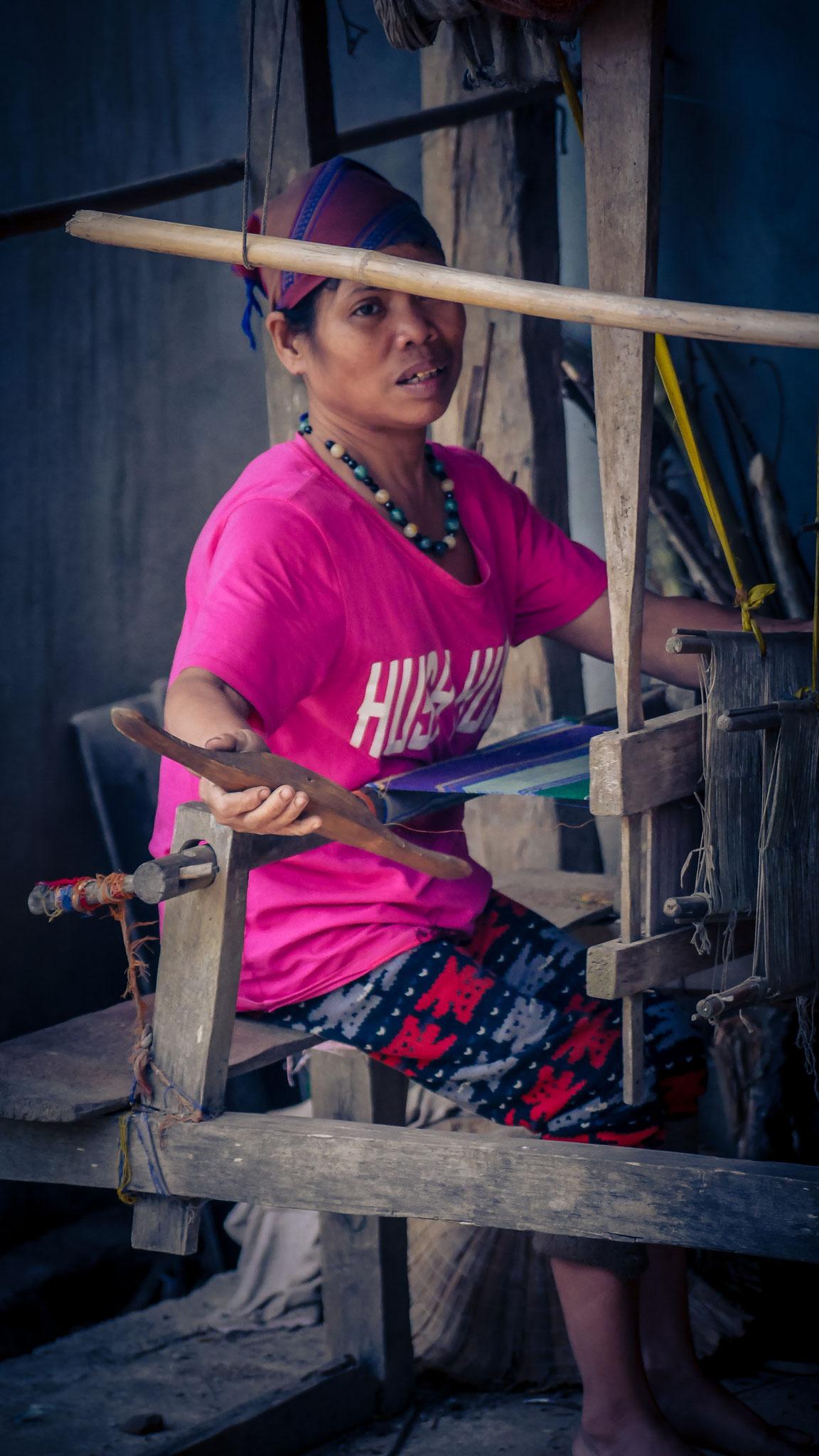 Radtour durch die Reisfelder Mai Chau - jedes Haus hat einen Webstuhl