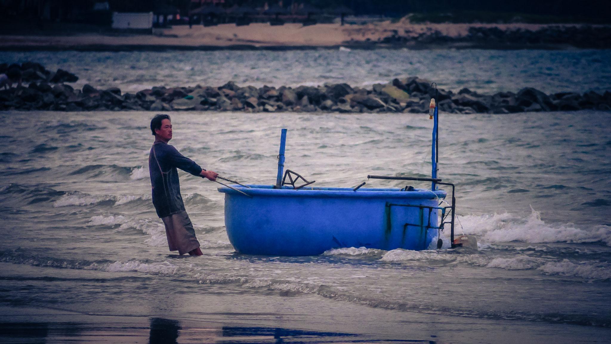 """Amaryllis Resort & Spa am Morgen - mit diesen """"reisschüsseln"""" fährt man wahrhaftig auf See zum Fischen"""