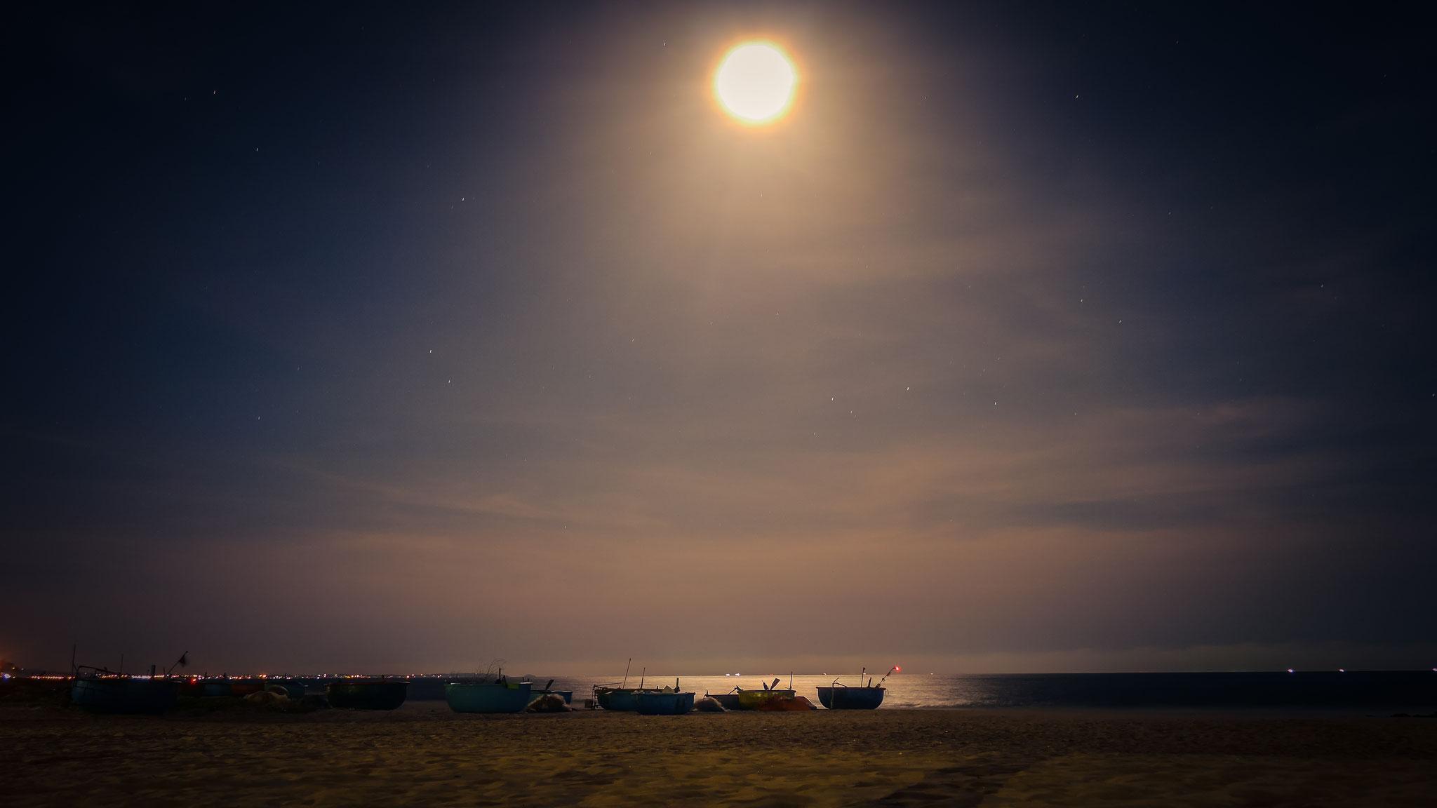 Amaryllis Resort & Spa bei Nacht am Strand