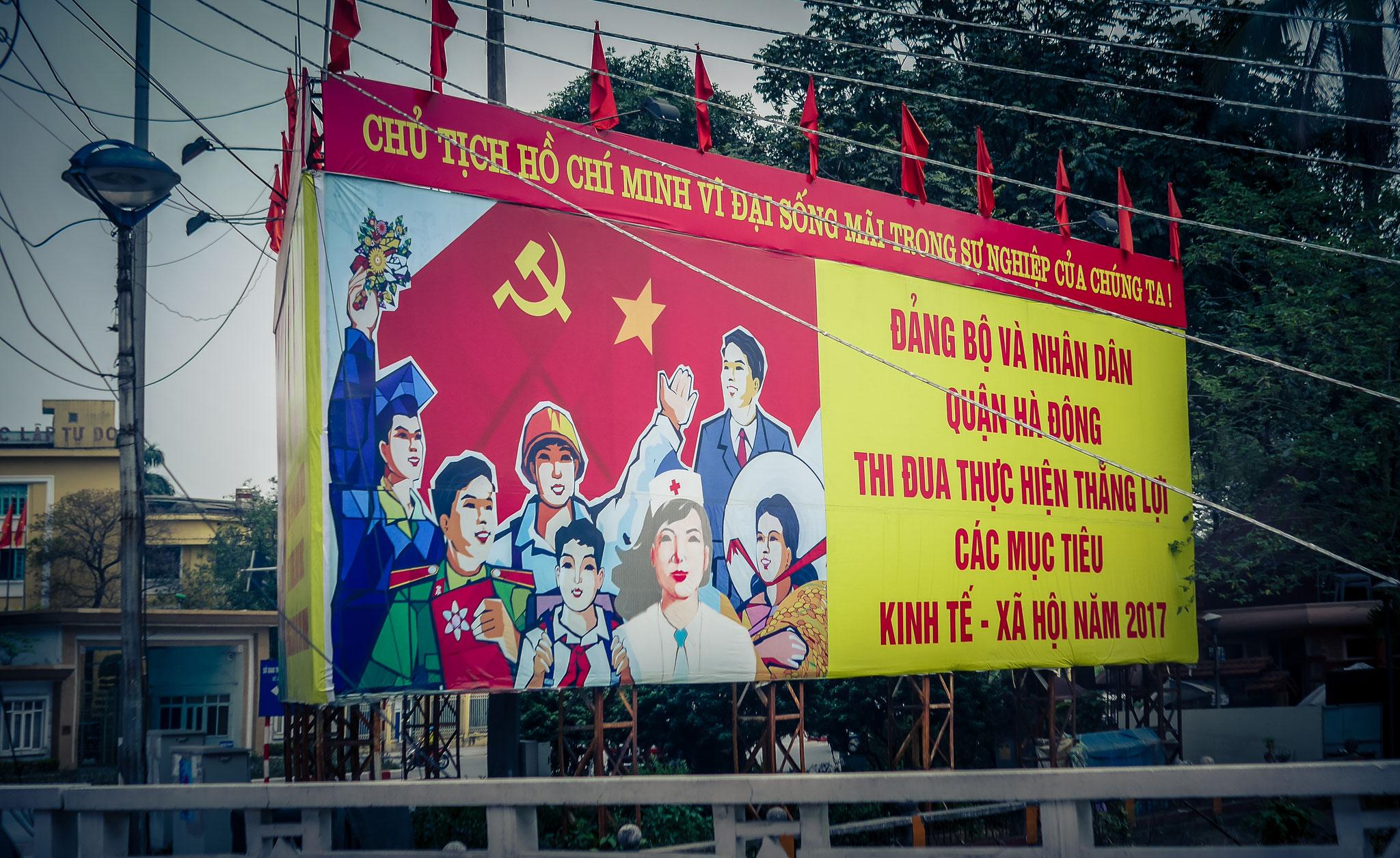 Hanoi - Plakate der Partei