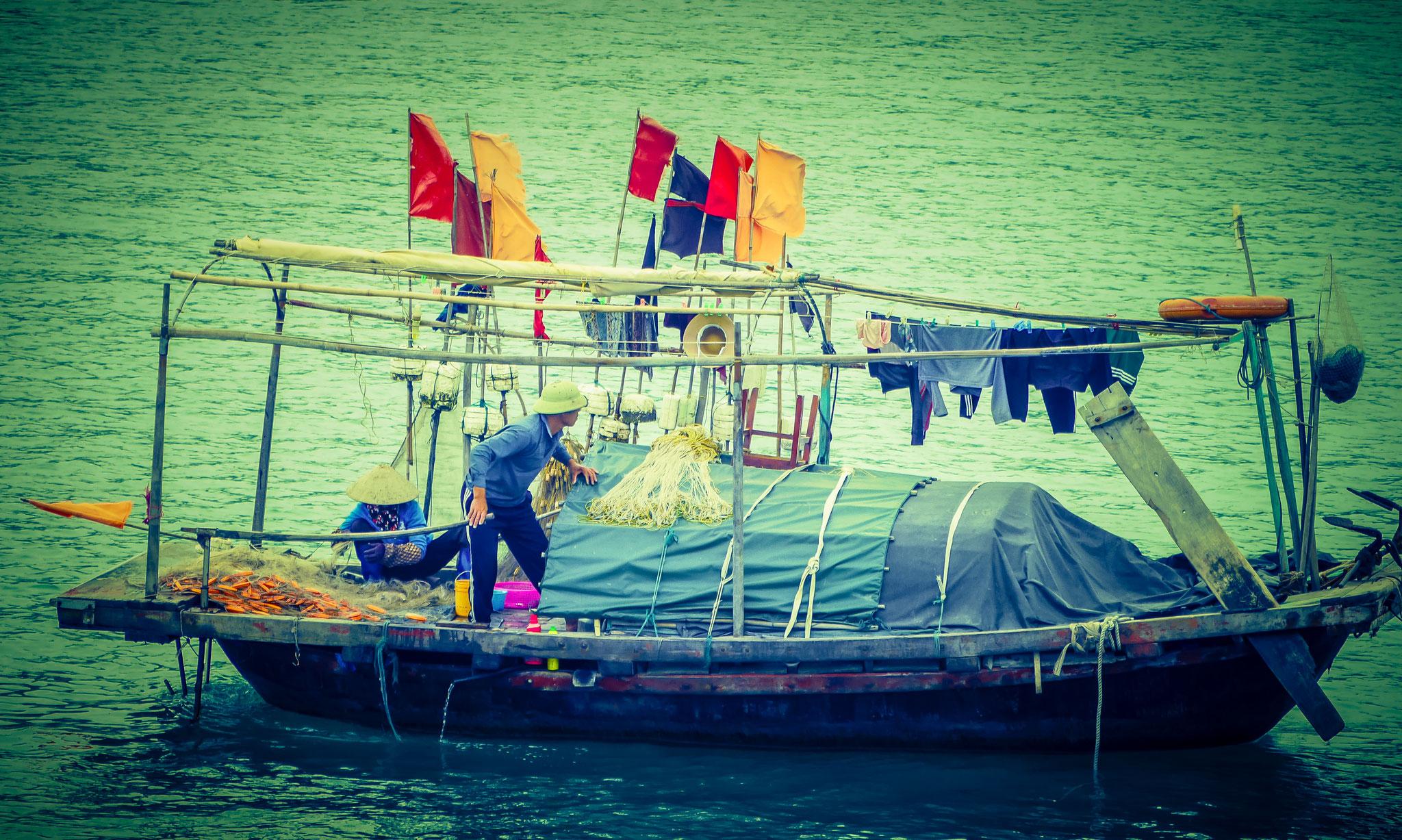 Halong-Bucht - die Händlerboote