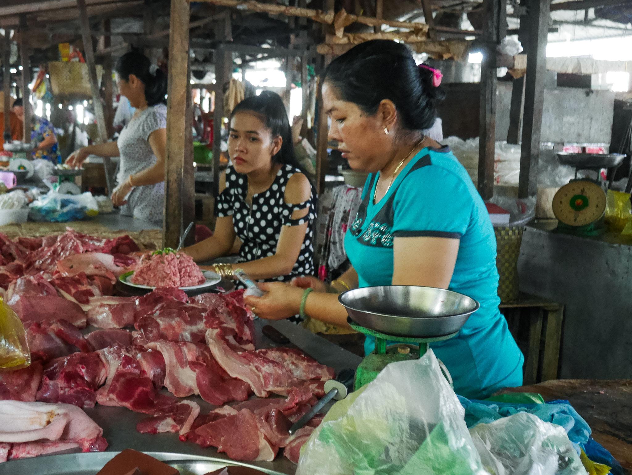 unterwegs im Mekong Delta - Markt auf dem Festland