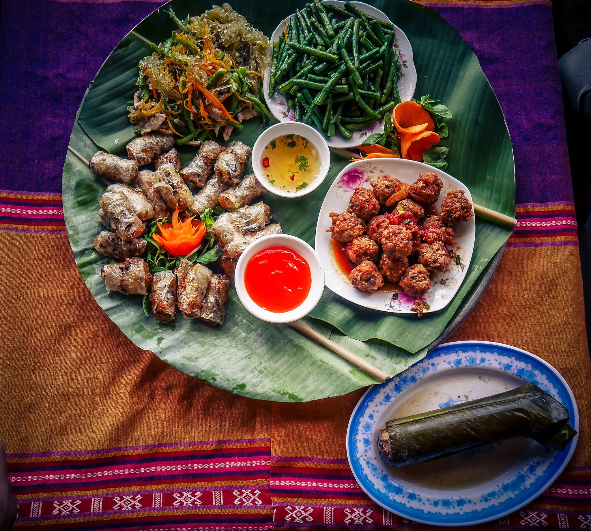 unser Mittagessen im einem Dorf in Mai Chau