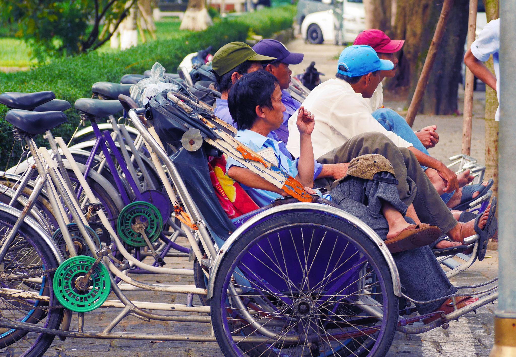 Hue - wartende  Rikscha-Fahrer