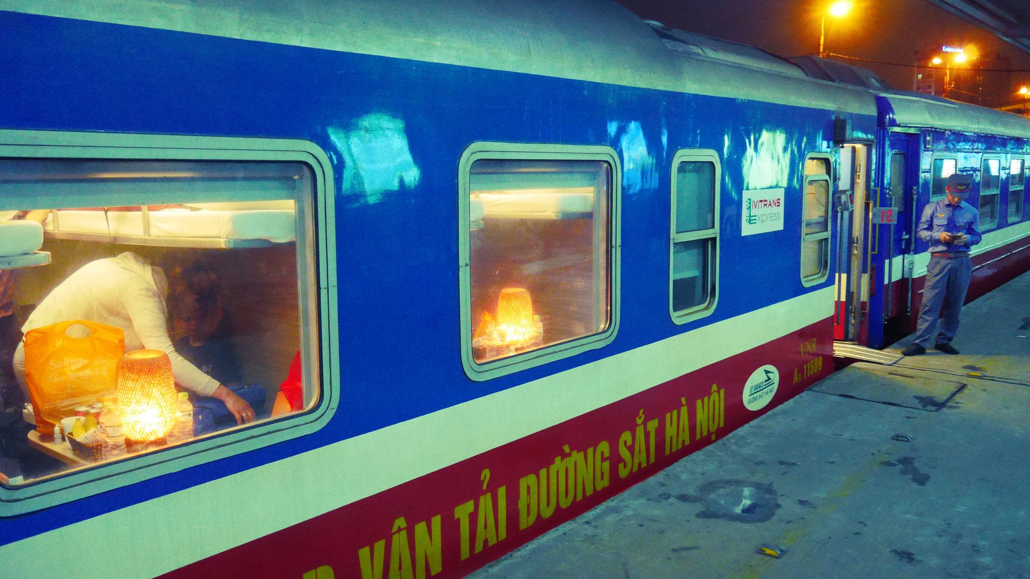 Hanoi - Einstieg in den Wiedervereinigungsexpress Richtung Hue