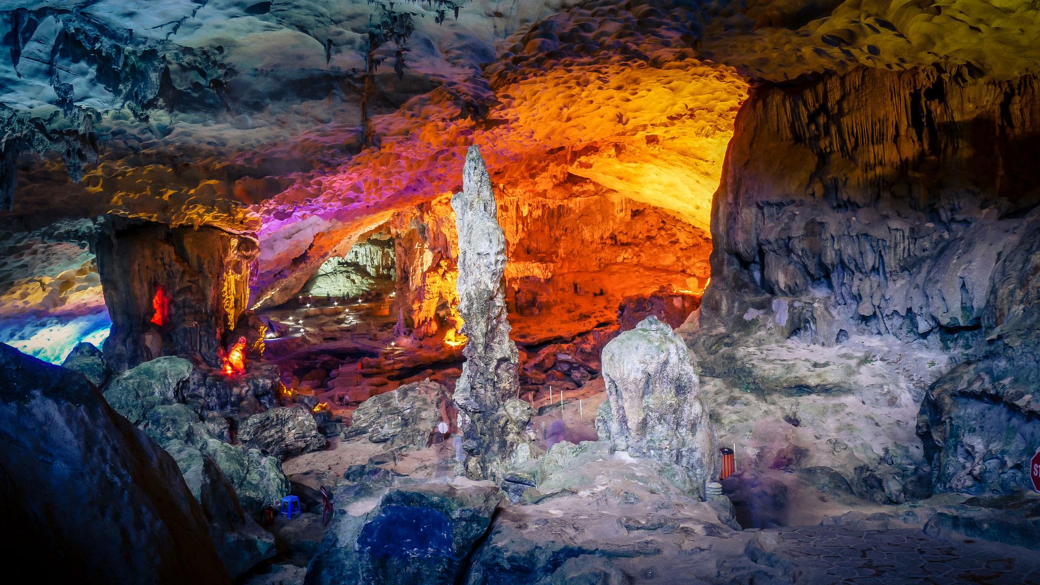 Halong-Bucht - Sung Sot Cave