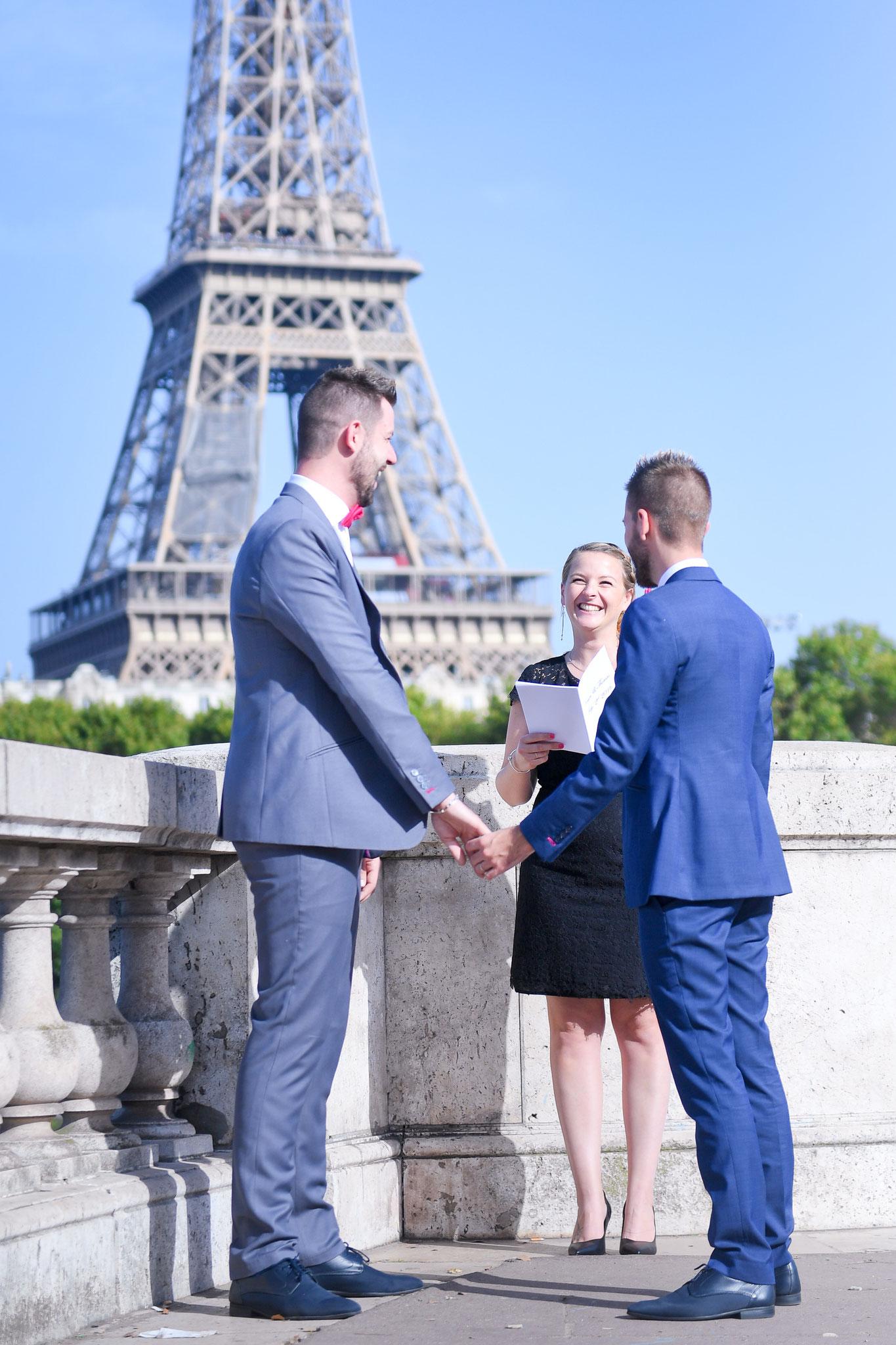 Elopement In Paris / Cérémonie laïque de Mariage by Charlotte Vilain / Crédit photo: Something Pink Studio