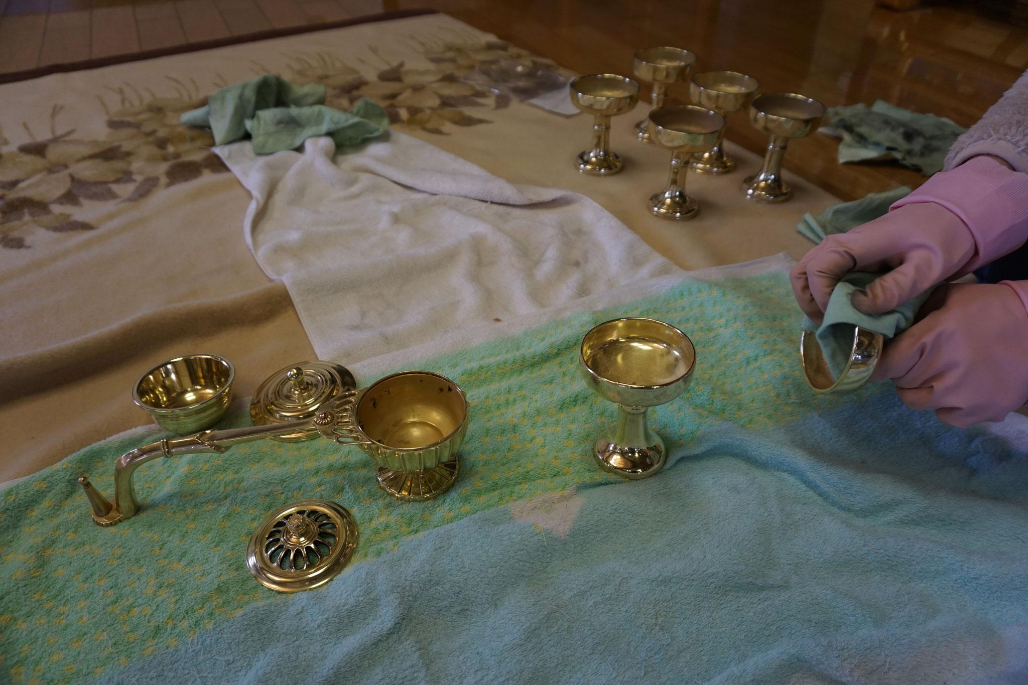 仏飯器や他の仏具も