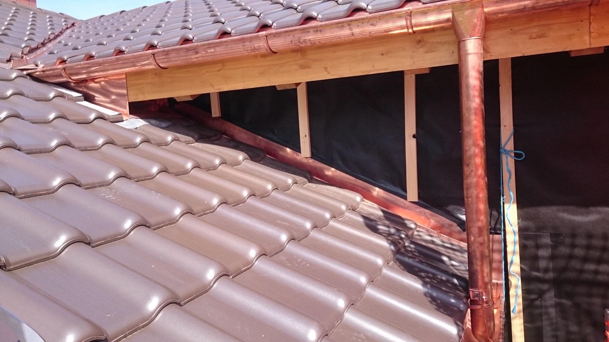 Steildach mit Pfannenziegel und Spenglerarbeit in Kupfer