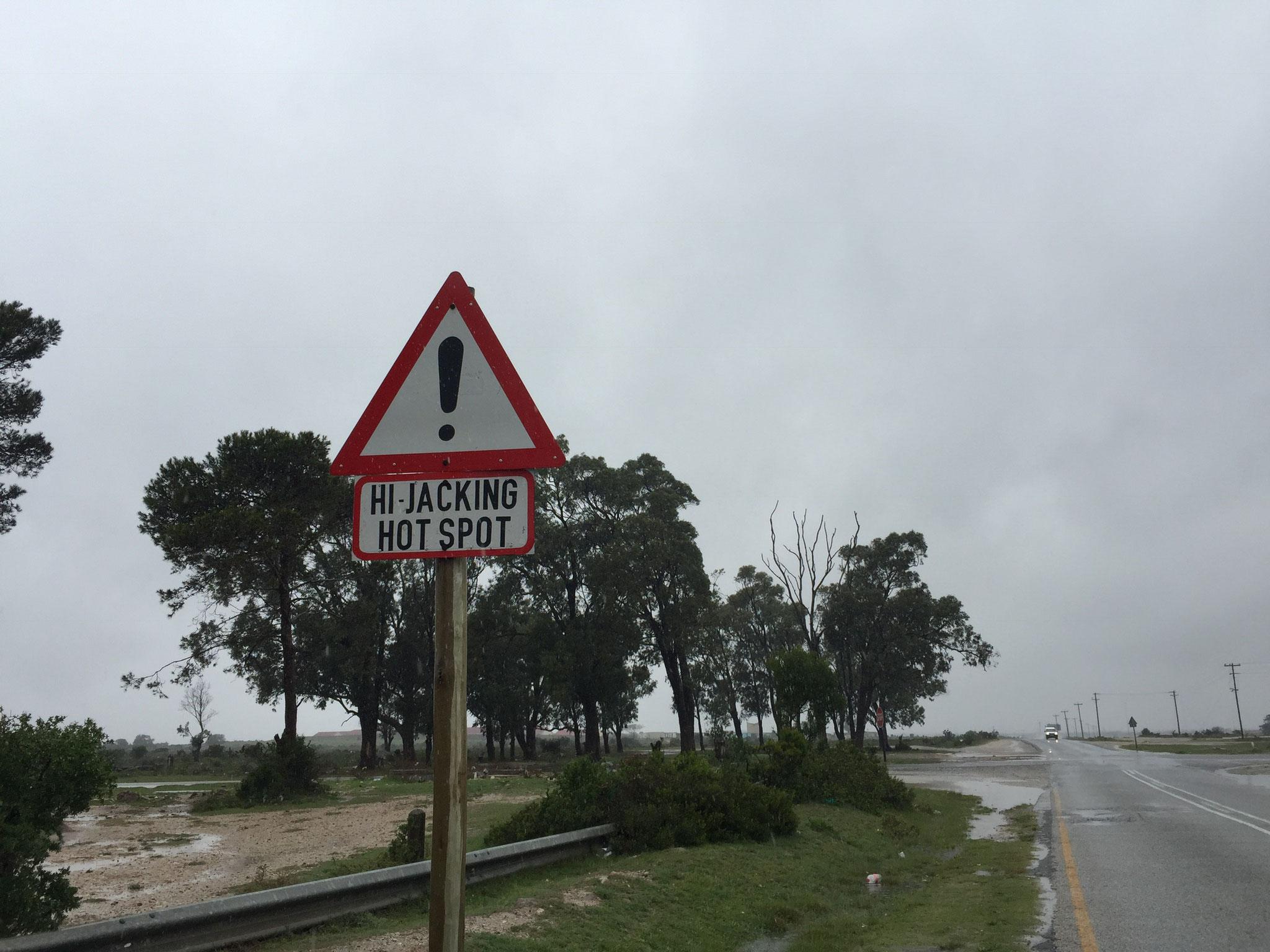 Hinweisschild an einer Kreuzung am Rand von Port Elizabeth
