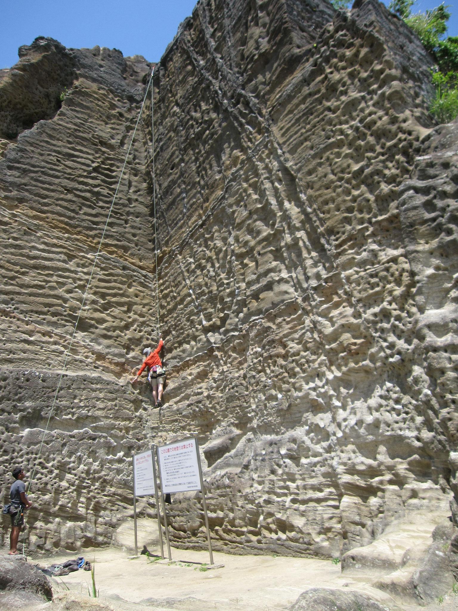 山頂の石切り場