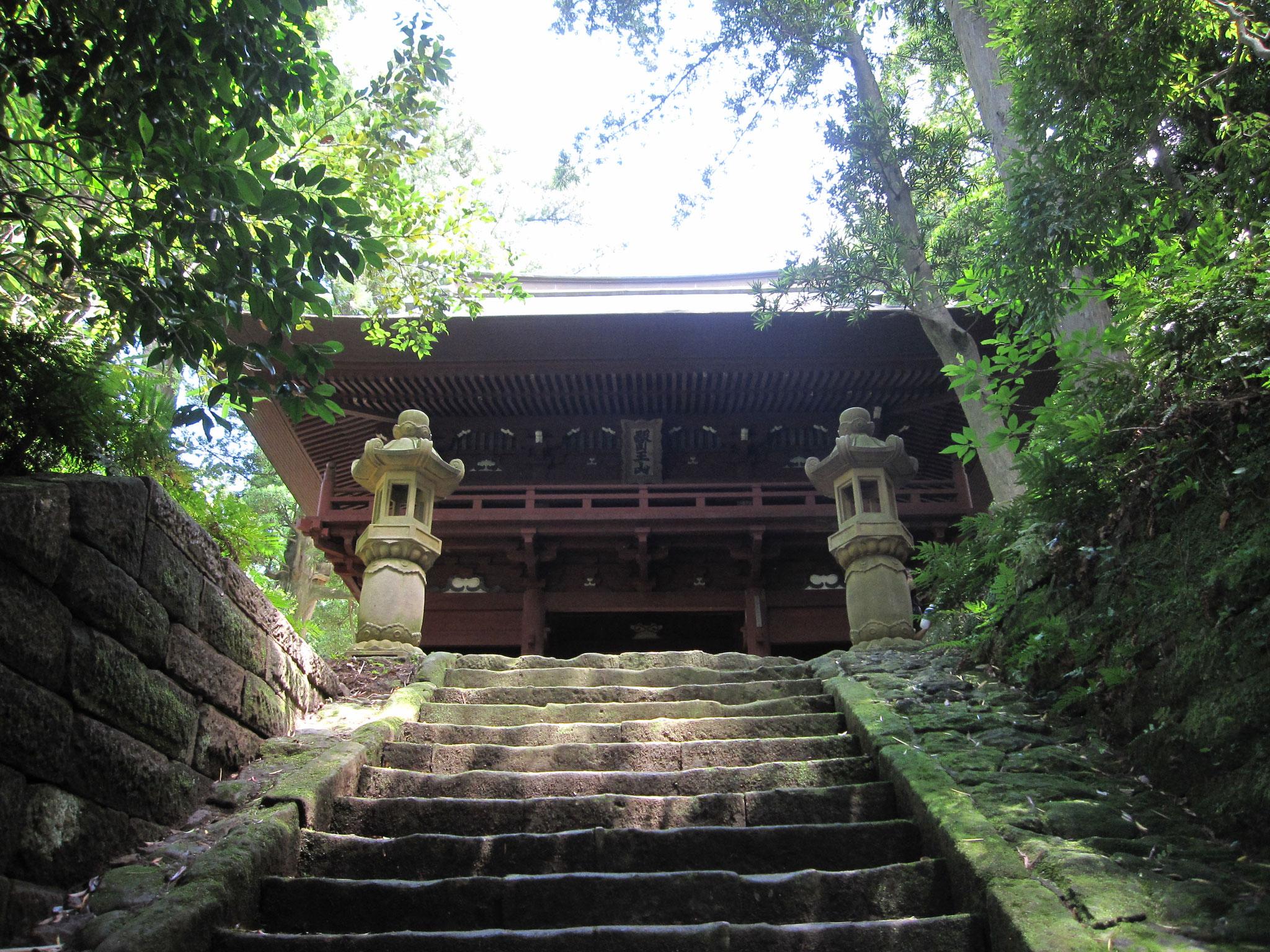神武寺の山門