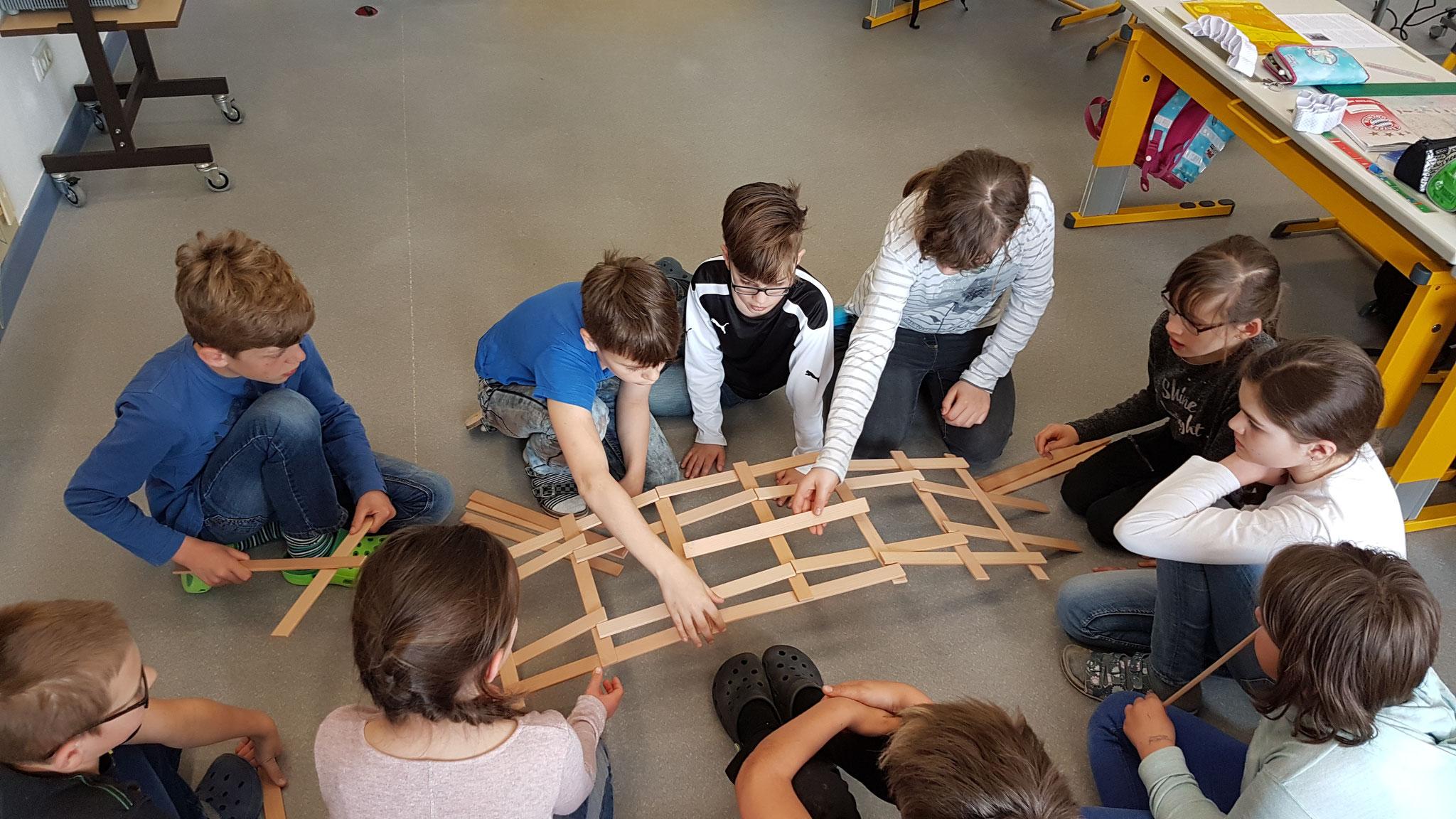 HSU in der 4. Klasse: Bauen & Konstruieren von Brücken: Teil 2 Leonardo-Brücke