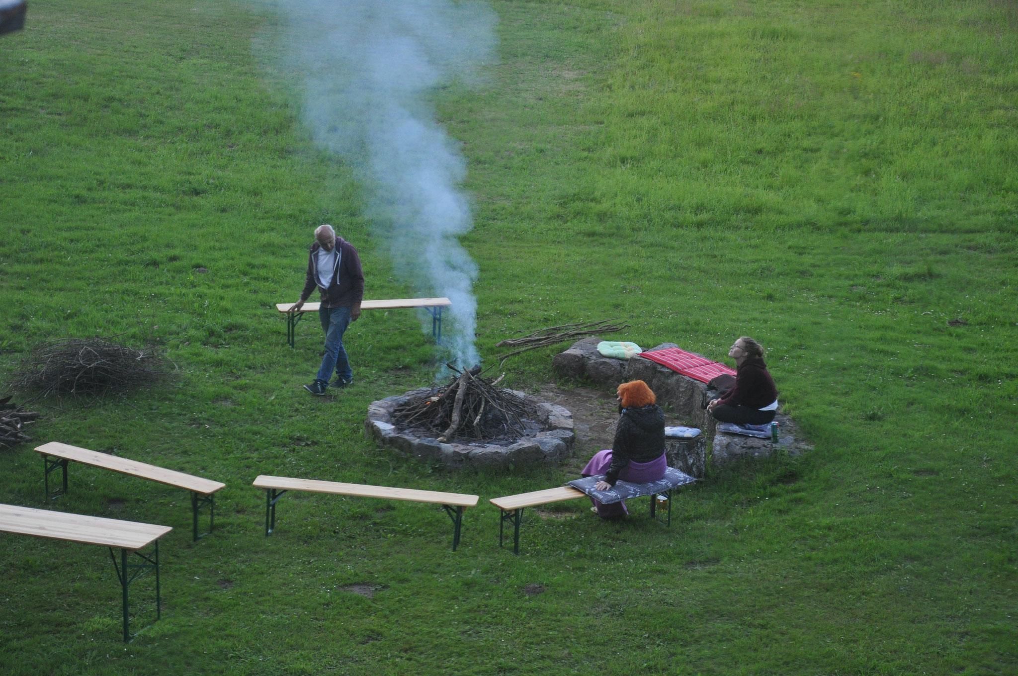 Vorbereitungen zum Lagerfeuer