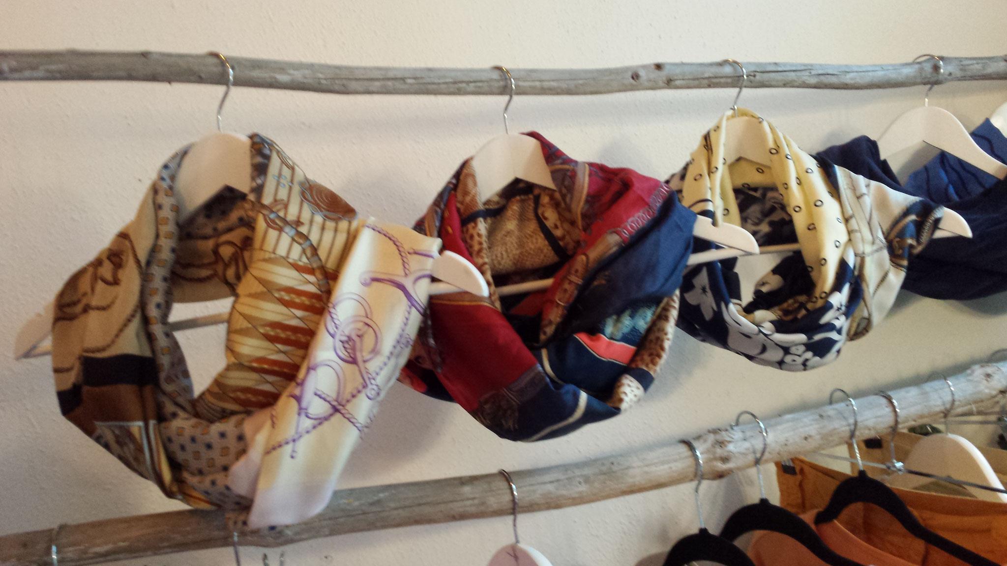 Schals aus mehreren Seidentüchern, verkauft,  Idee und Ausführung: Beate Gernhardt