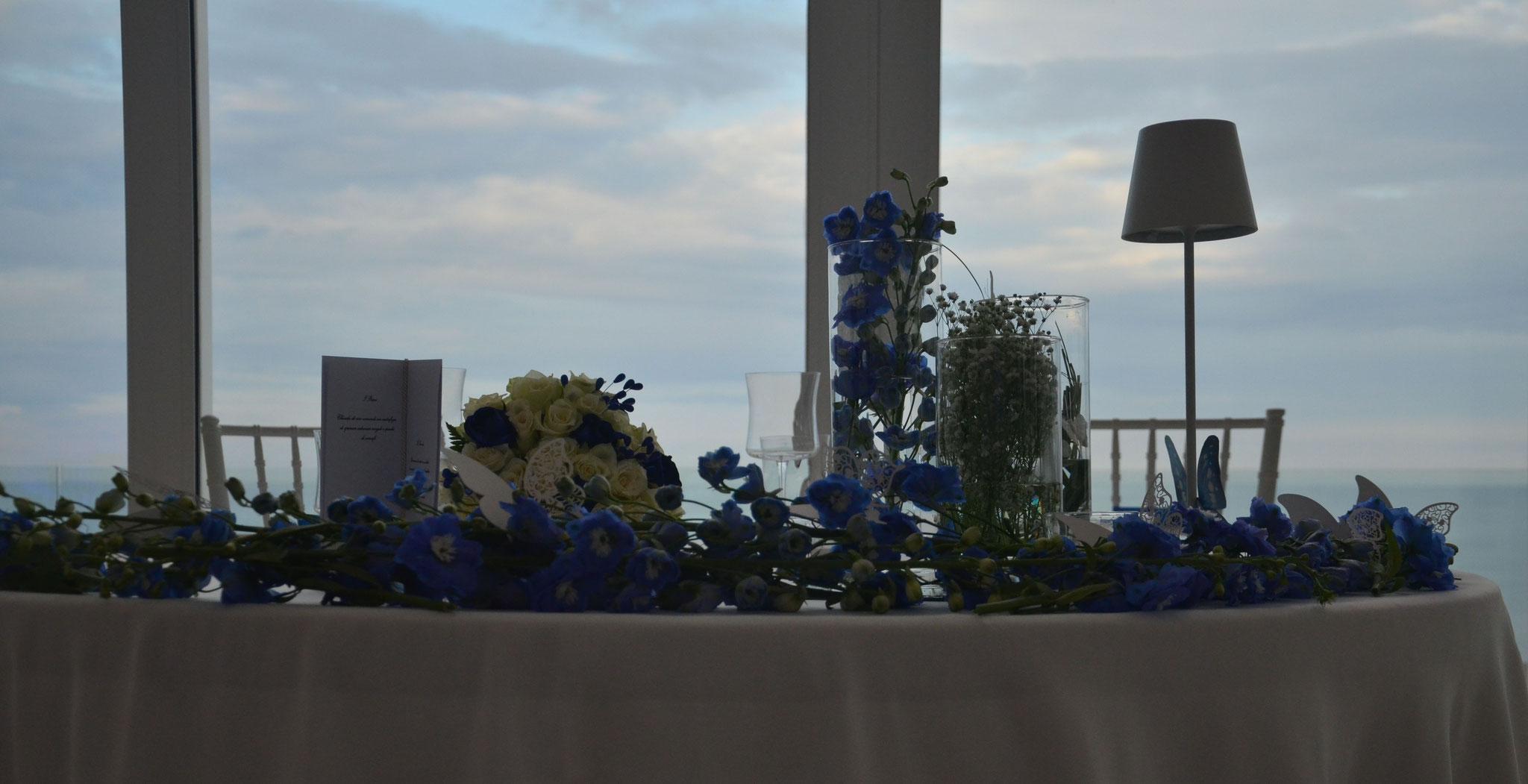 allestimento-tavolo-sposi-blu