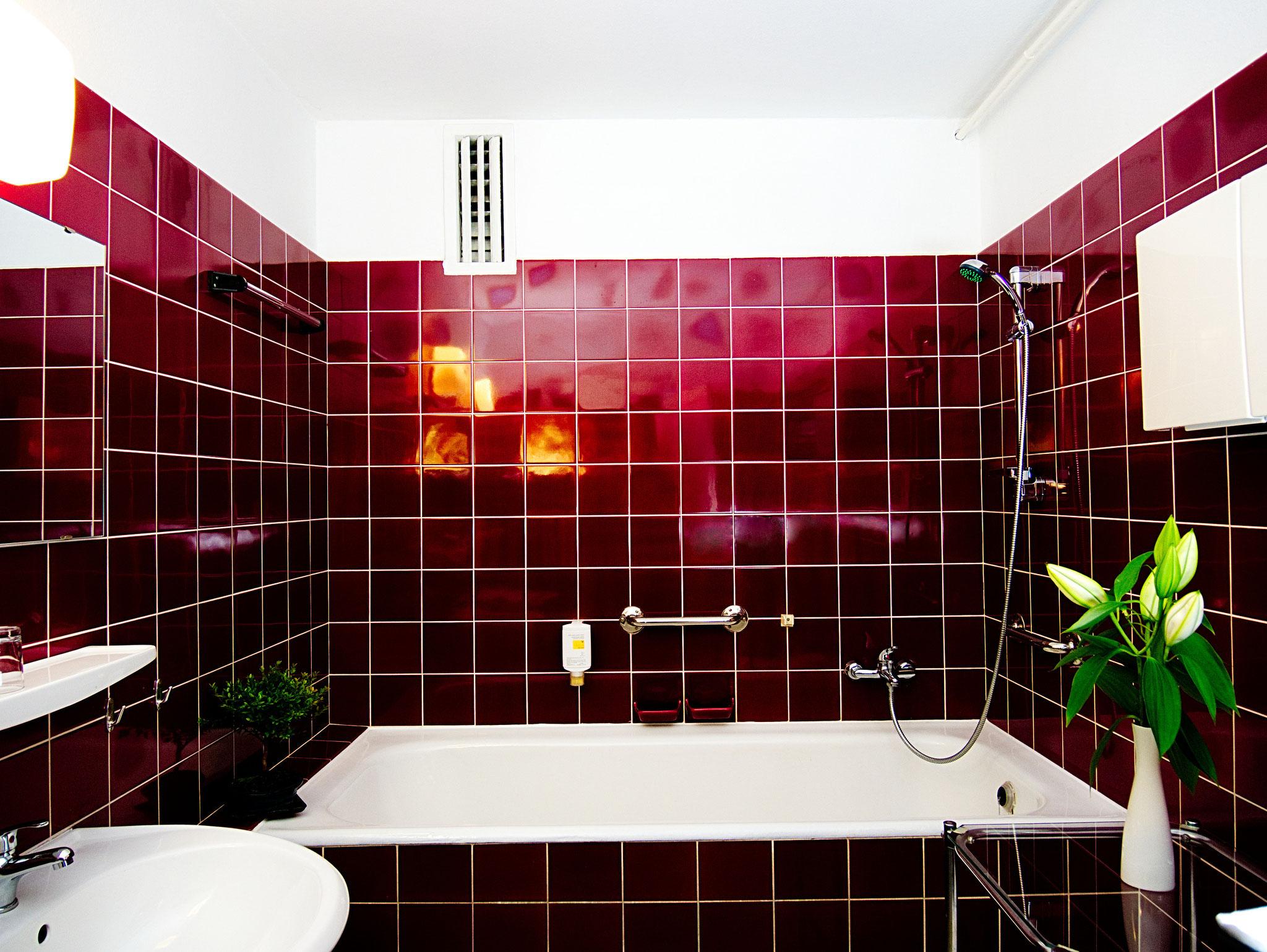 Bad im Doppelzimmer ohne Balkon